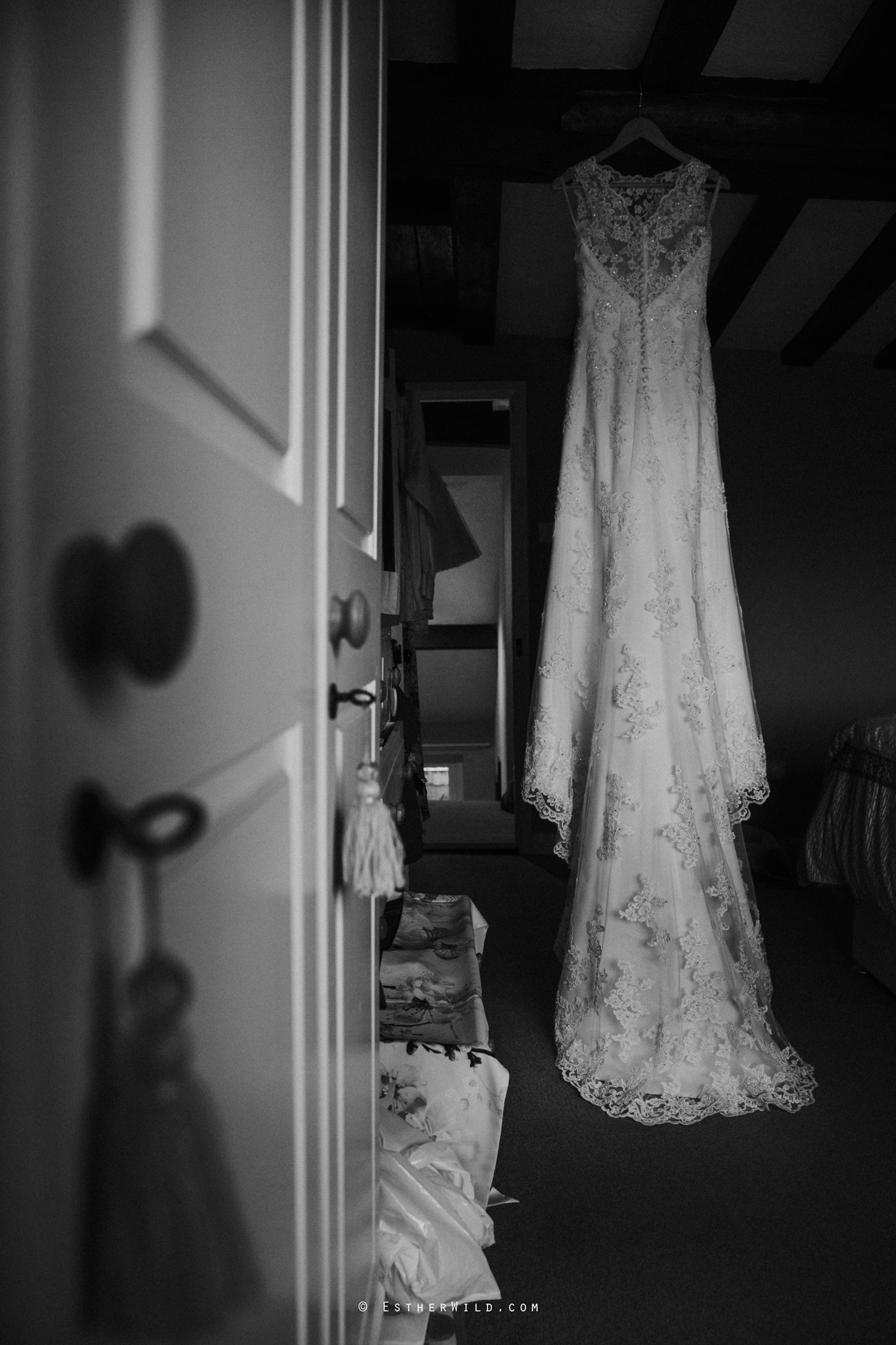 Wedding_Photography_Diss_Gawdy_Hall_Redenhall_Church_Norfolk_Winter_Esther_Wild_Copyright_IMG_0095-2.jpg