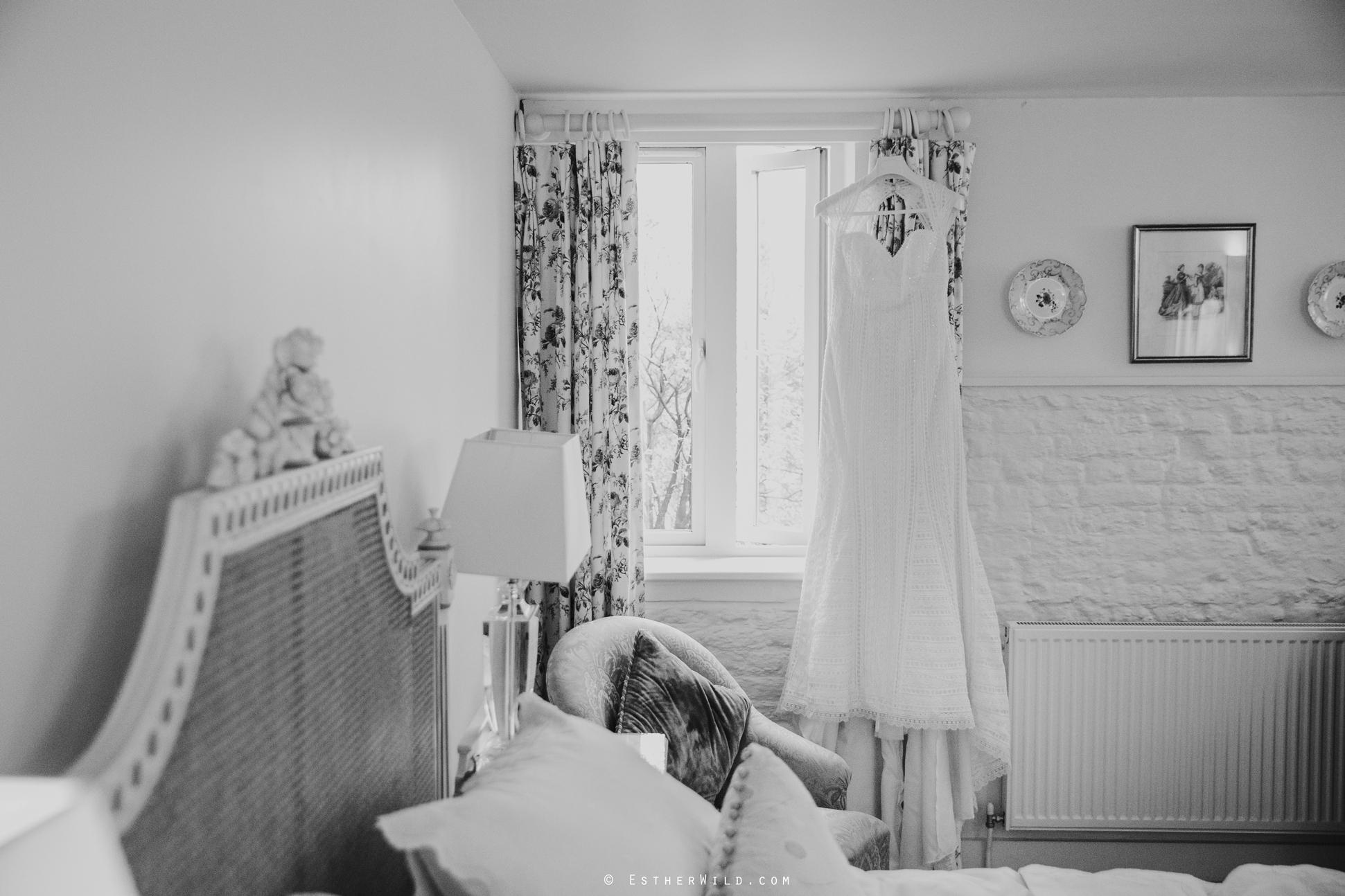 Elms_Barn_Weddings_Suffolk_Photographer_Copyright_Esther_Wild_IMG_0007-2.jpg