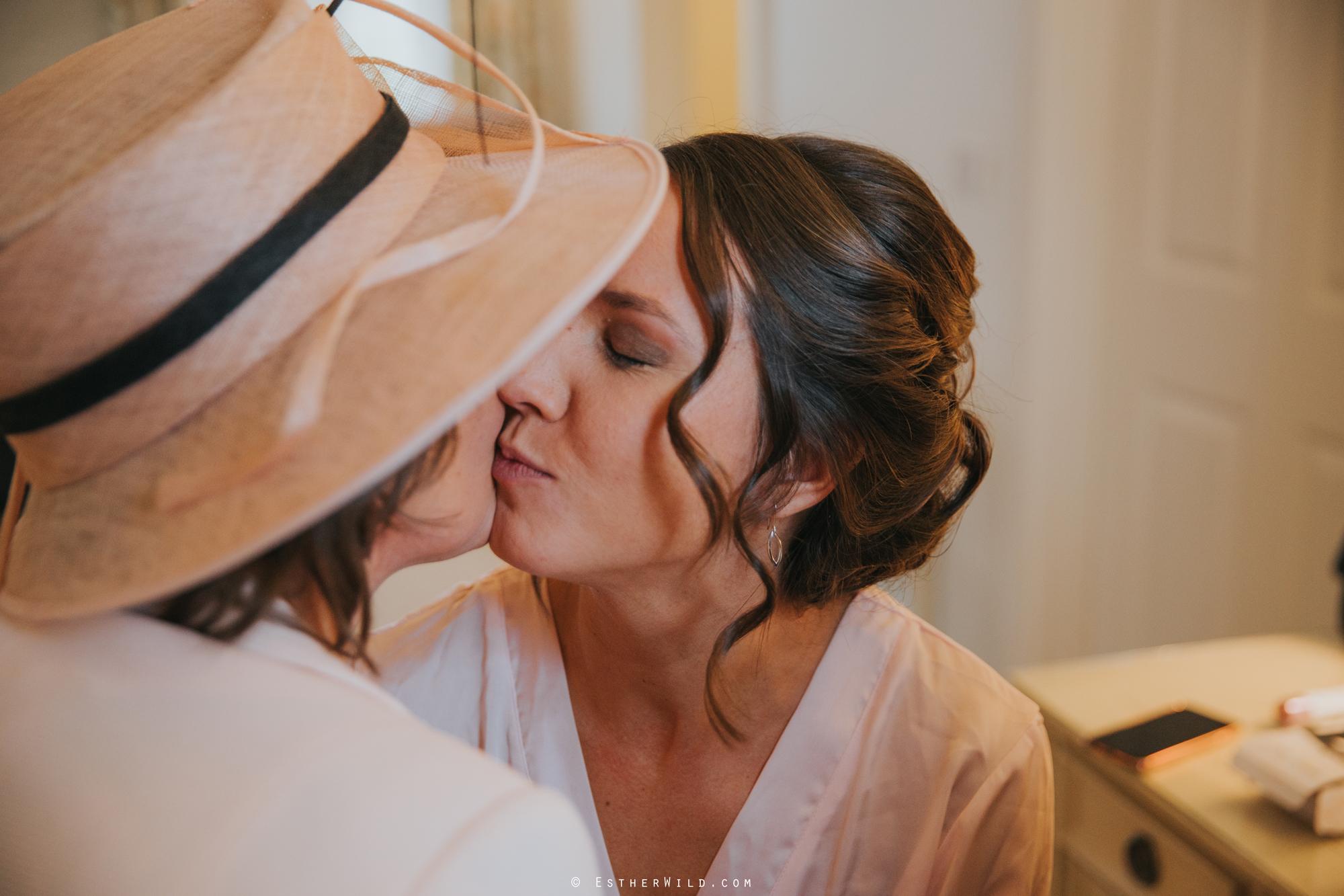 Elms_Barn_Weddings_Suffolk_Photographer_Copyright_Esther_Wild_IMG_0557.jpg