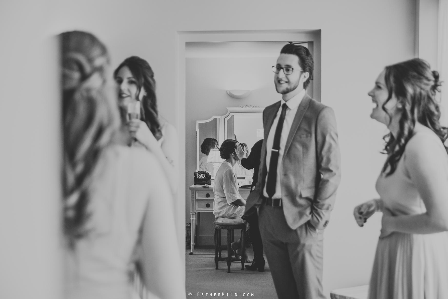 Elms_Barn_Weddings_Suffolk_Photographer_Copyright_Esther_Wild_IMG_0622.jpg