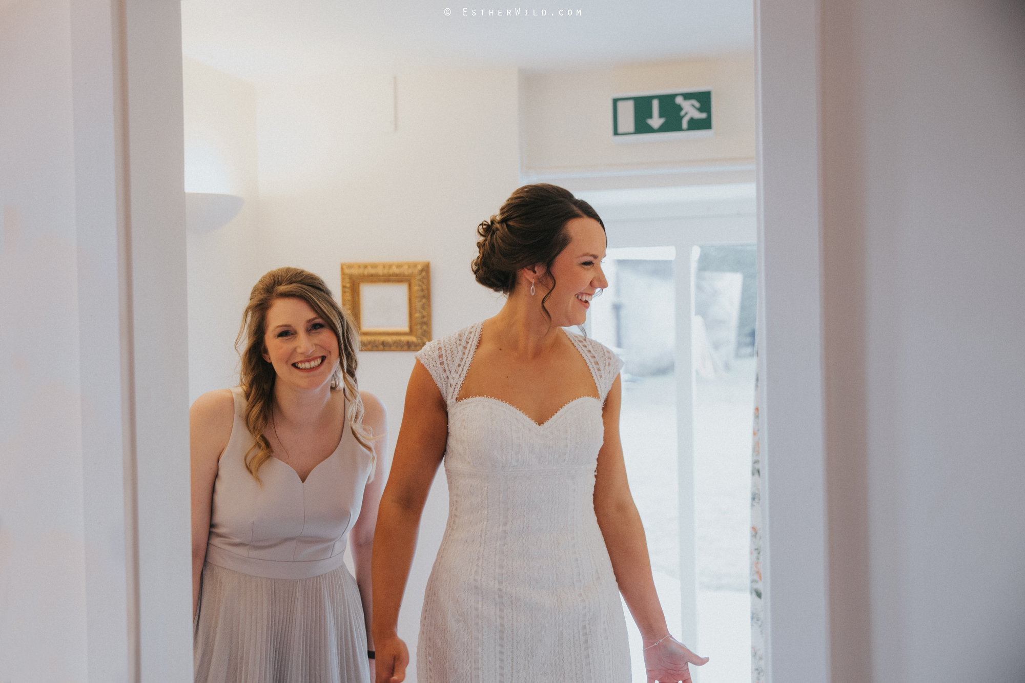 Elms_Barn_Weddings_Suffolk_Photographer_Copyright_Esther_Wild_IMG_0704.jpg