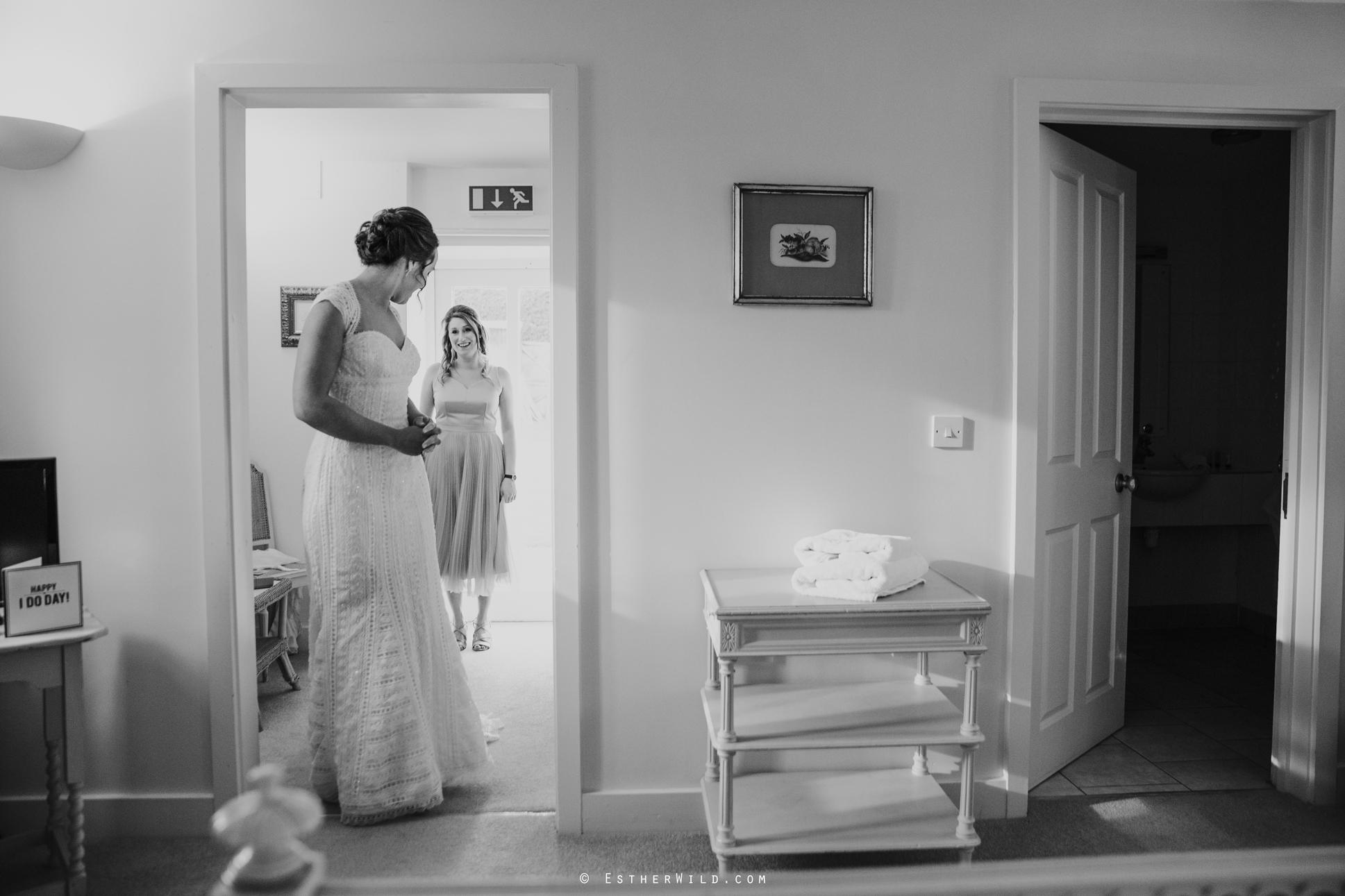 Elms_Barn_Weddings_Suffolk_Photographer_Copyright_Esther_Wild_IMG_0710.jpg