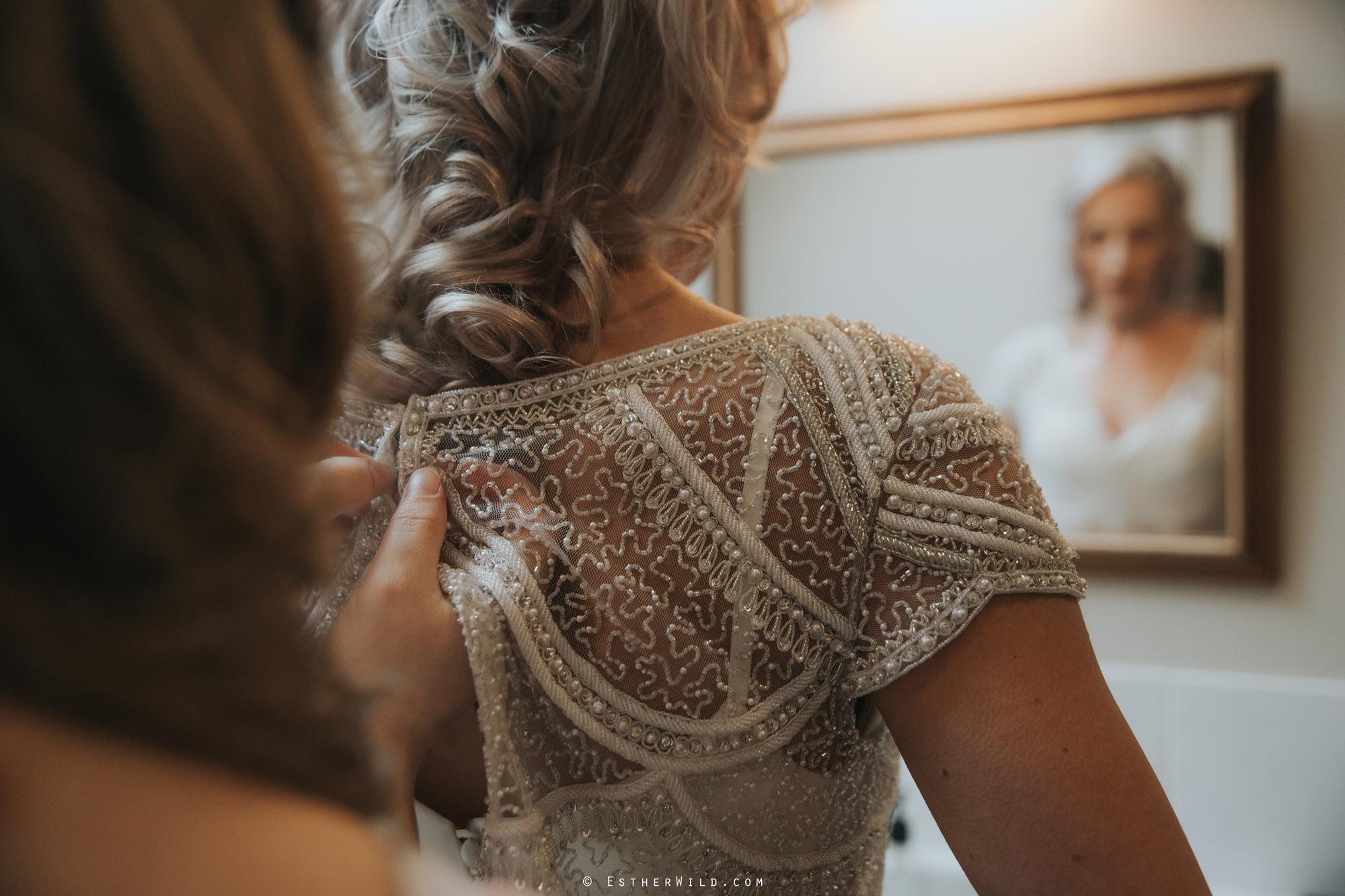Elms_Barn_Weddings_Suffolk_Photographer_Copyright_Esther_Wild_IMG_0909.jpg