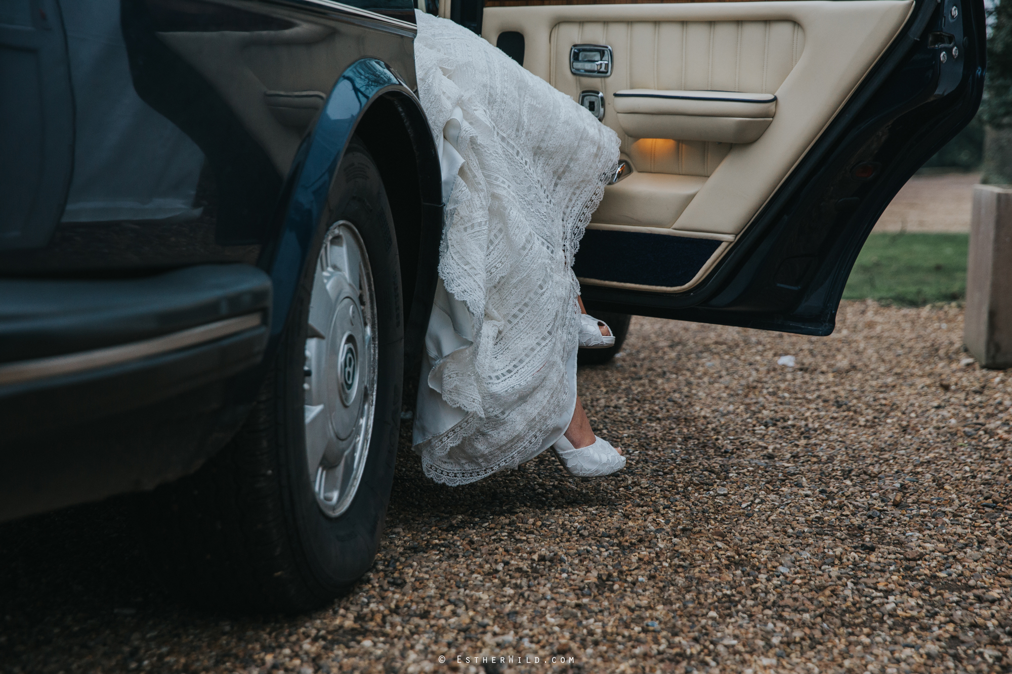 Elms_Barn_Weddings_Suffolk_Photographer_Copyright_Esther_Wild_IMG_1020.jpg