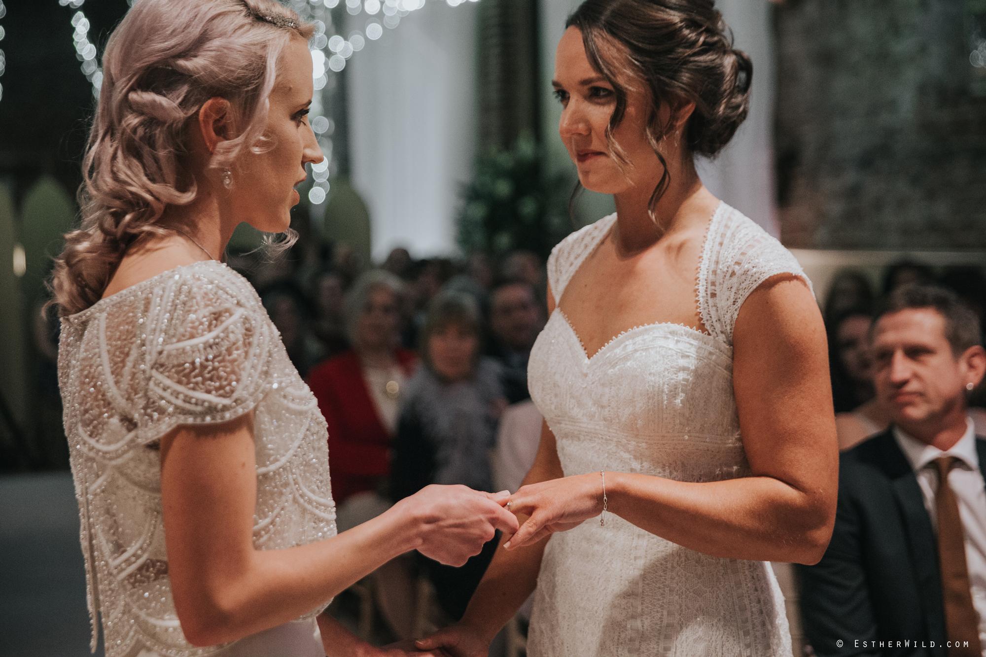 Elms_Barn_Weddings_Suffolk_Photographer_Copyright_Esther_Wild_IMG_1233.jpg