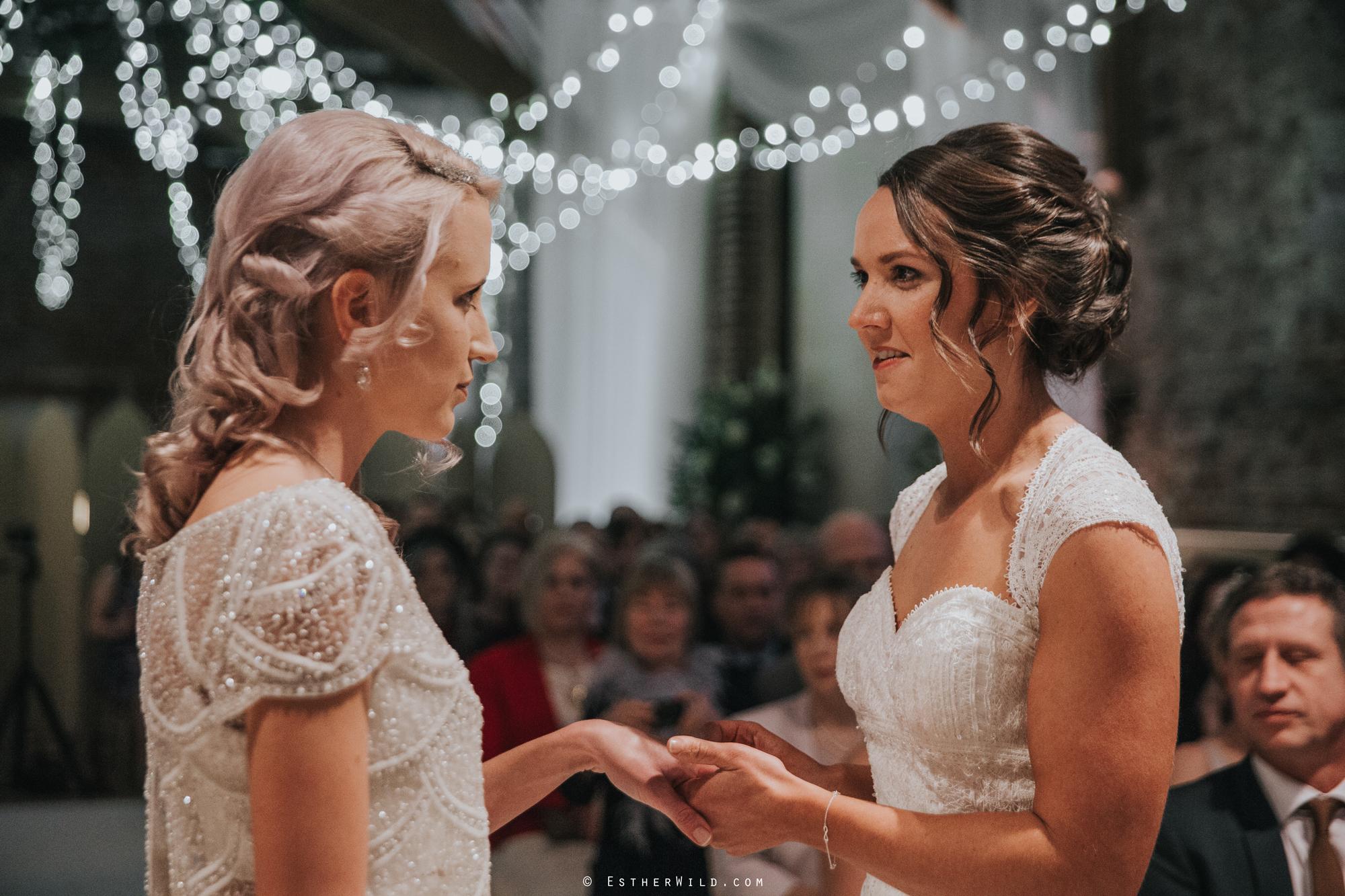 Elms_Barn_Weddings_Suffolk_Photographer_Copyright_Esther_Wild_IMG_1243.jpg
