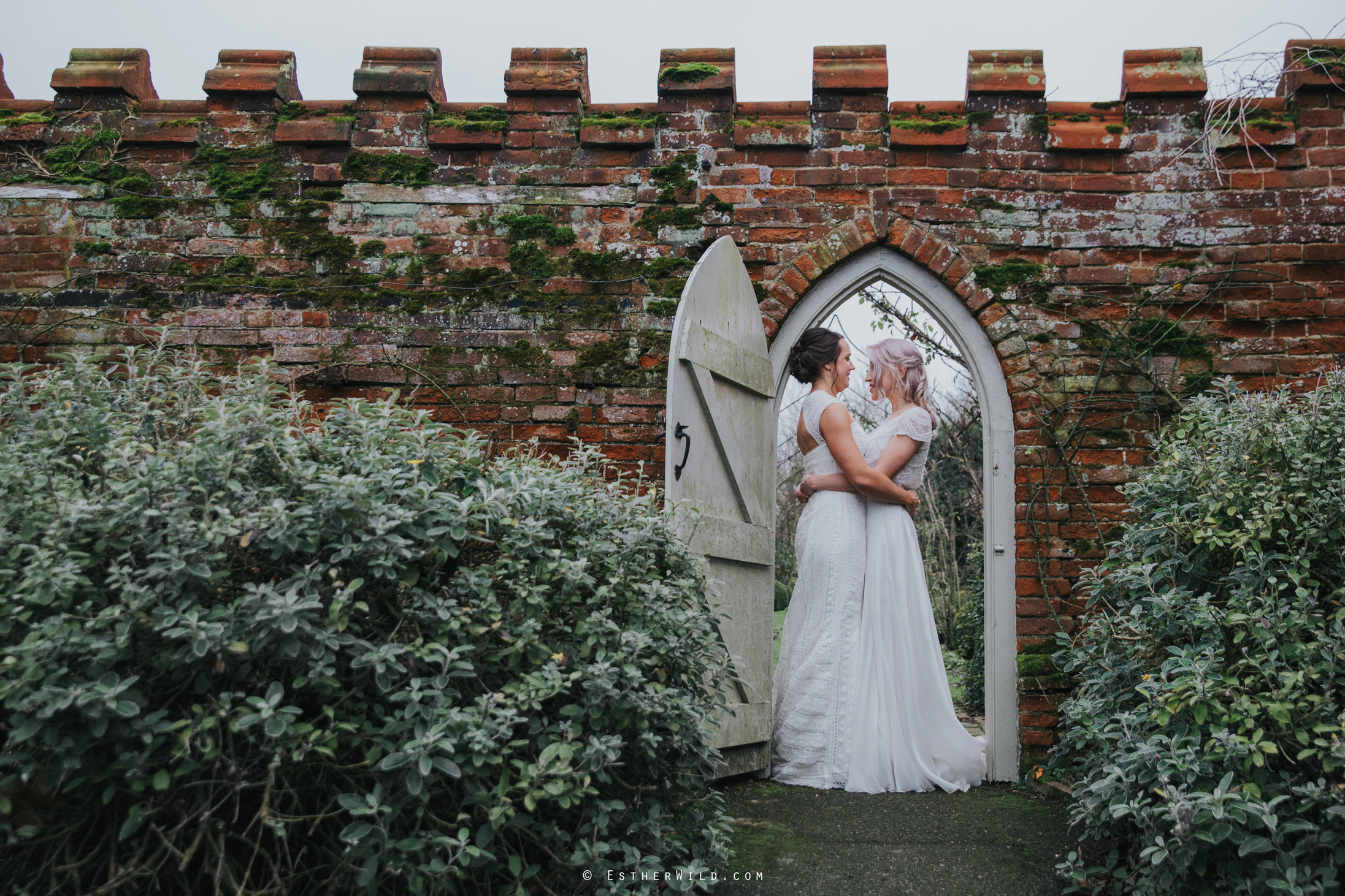 Elms_Barn_Weddings_Suffolk_Photographer_Copyright_Esther_Wild_IMG_1913.jpg