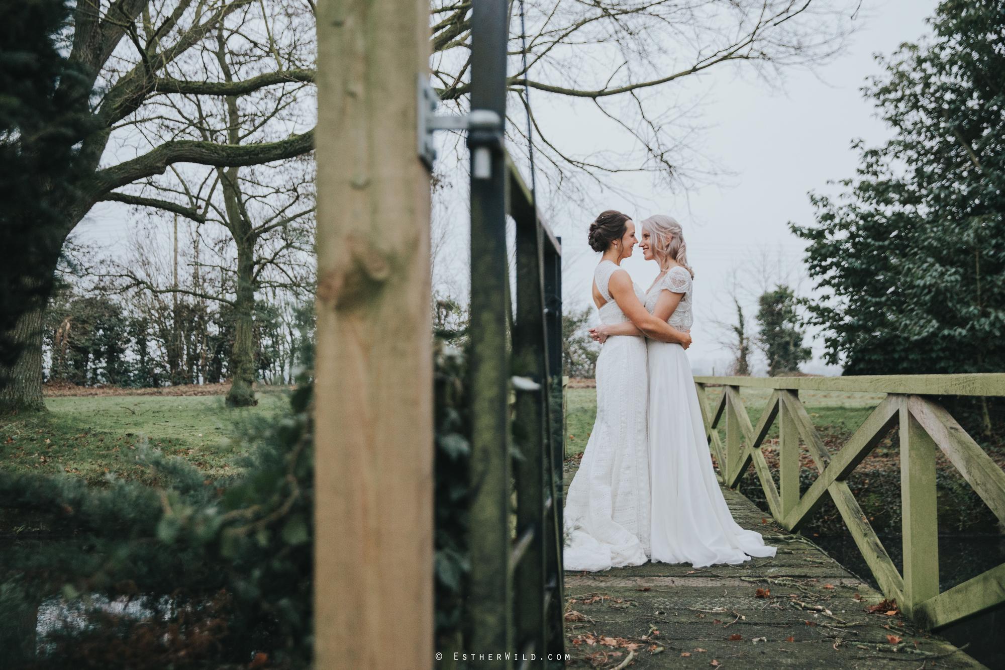 Elms_Barn_Weddings_Suffolk_Photographer_Copyright_Esther_Wild_IMG_2029.jpg