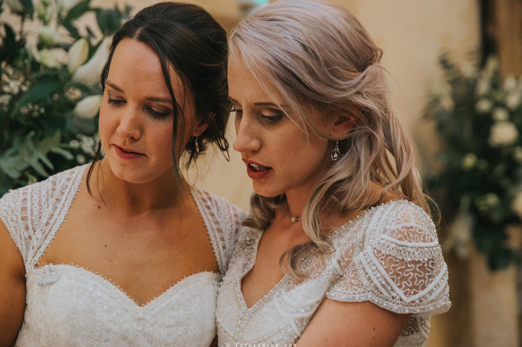 Elms_Barn_Weddings_Suffolk_Photographer_Copyright_Esther_Wild_IMG_2440.jpg