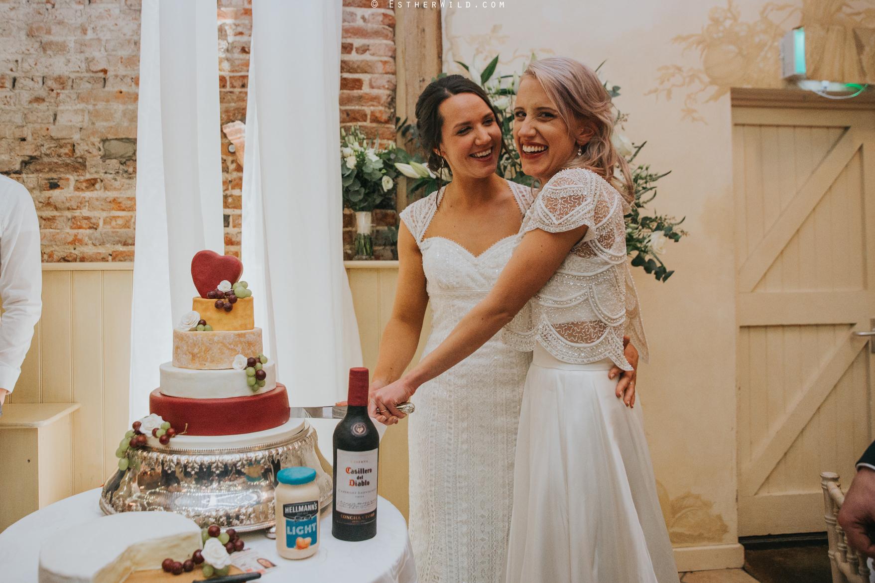 Elms_Barn_Weddings_Suffolk_Photographer_Copyright_Esther_Wild_IMG_2438.jpg