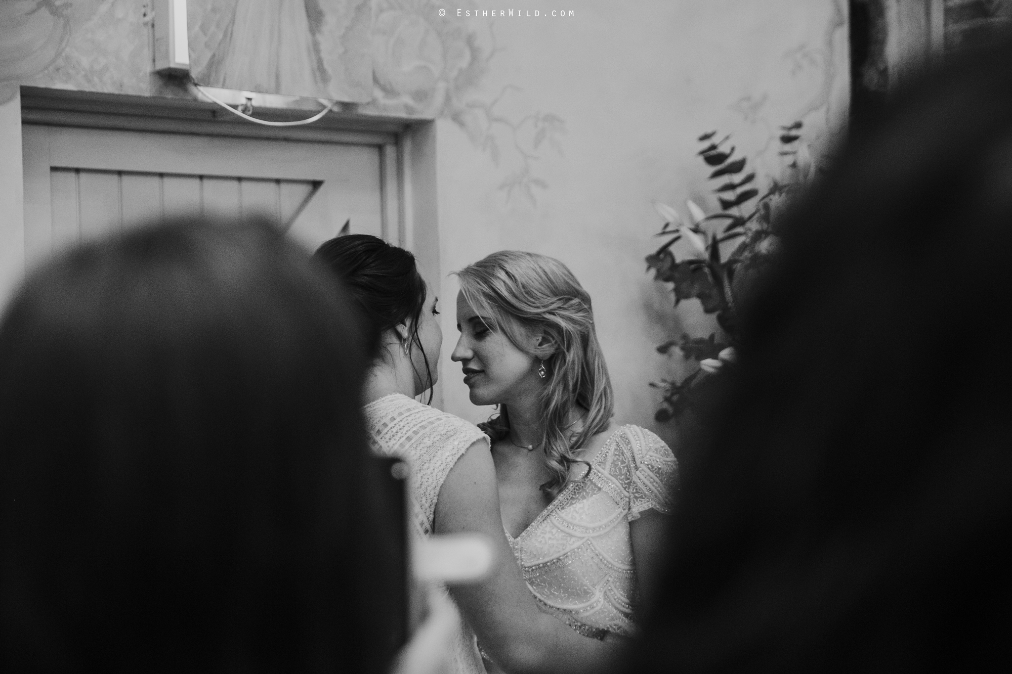 Elms_Barn_Weddings_Suffolk_Photographer_Copyright_Esther_Wild_IMG_2467.jpg