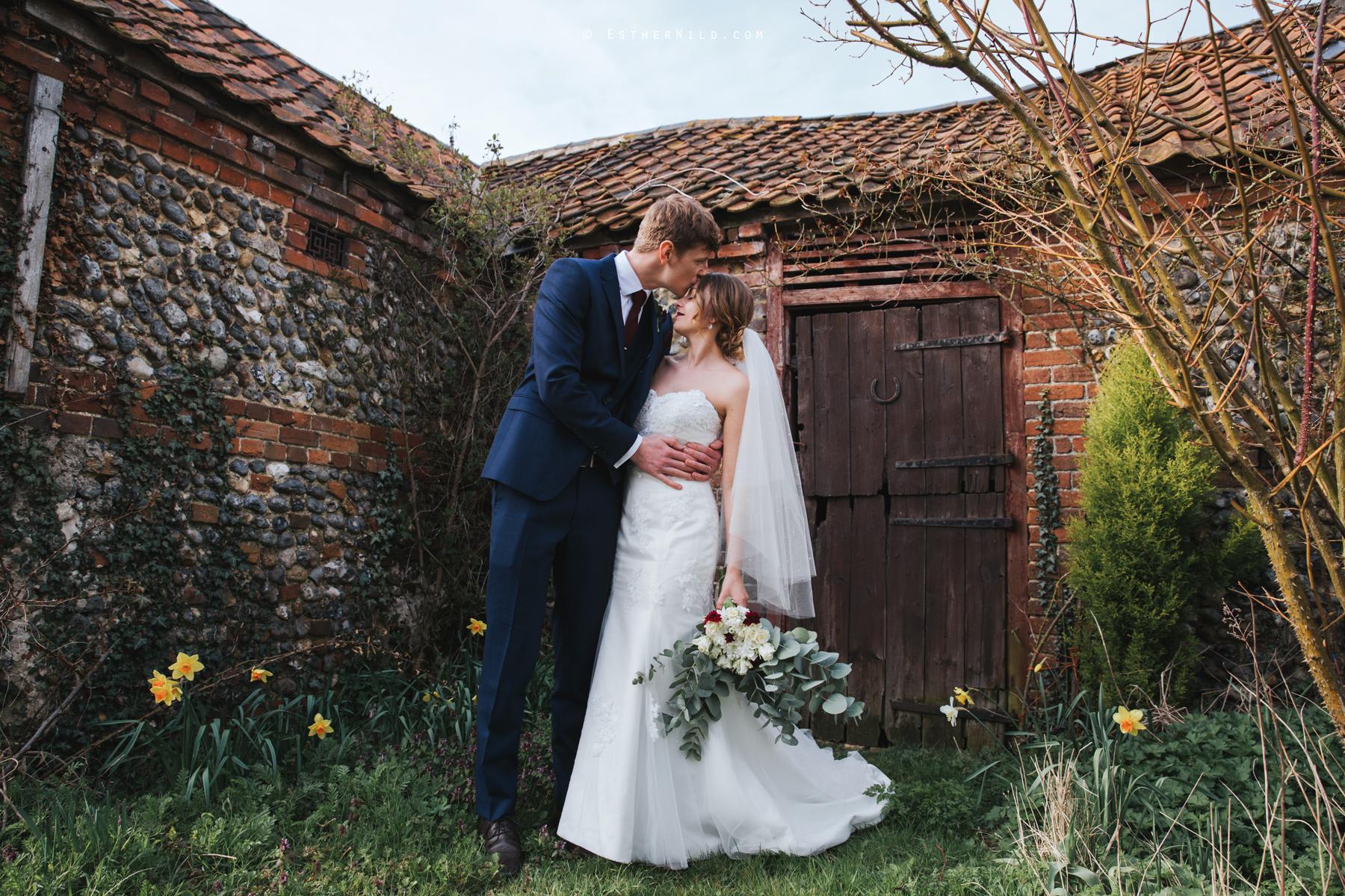 Glebe_Farm_Barn_Rustic_Norfolk_Wedding_Esther_Wild_Photographer_Copyright_IMG_1685.jpg