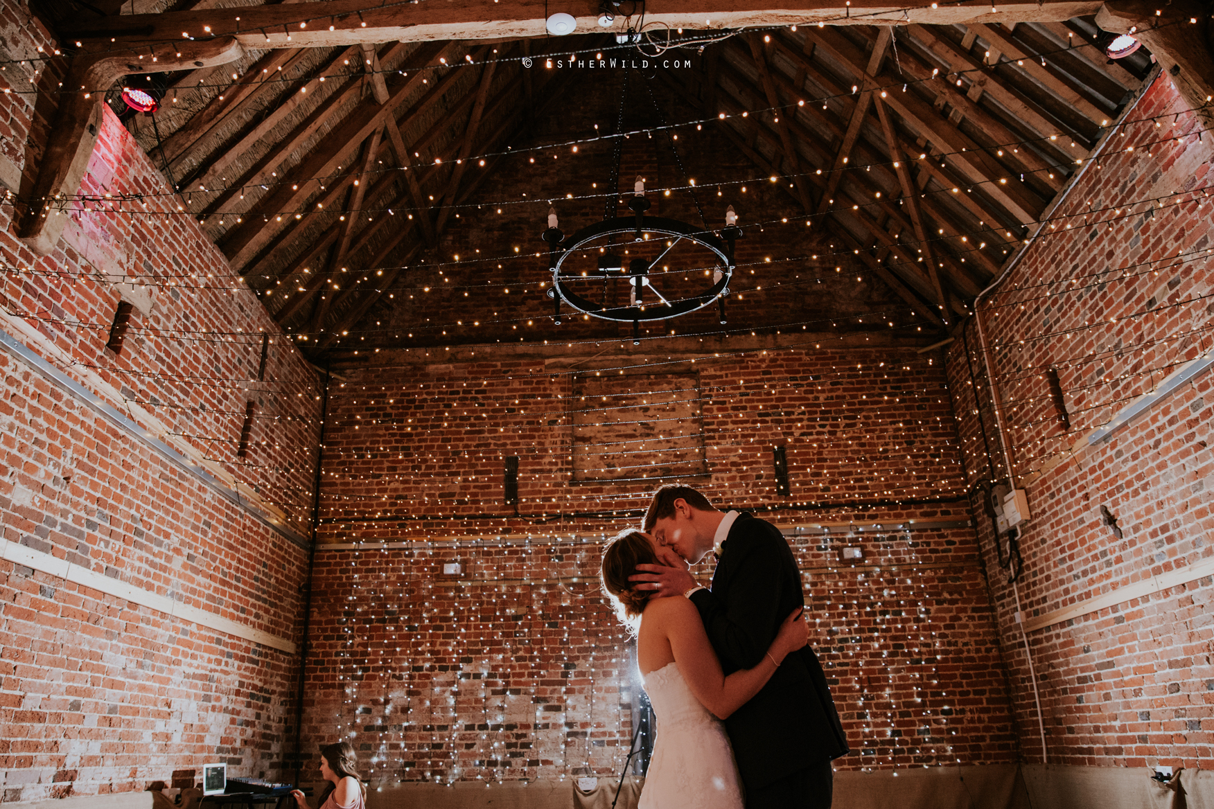Glebe_Farm_Barn_Rustic_Norfolk_Wedding_Esther_Wild_Photographer_Copyright_IMG_2830.jpg