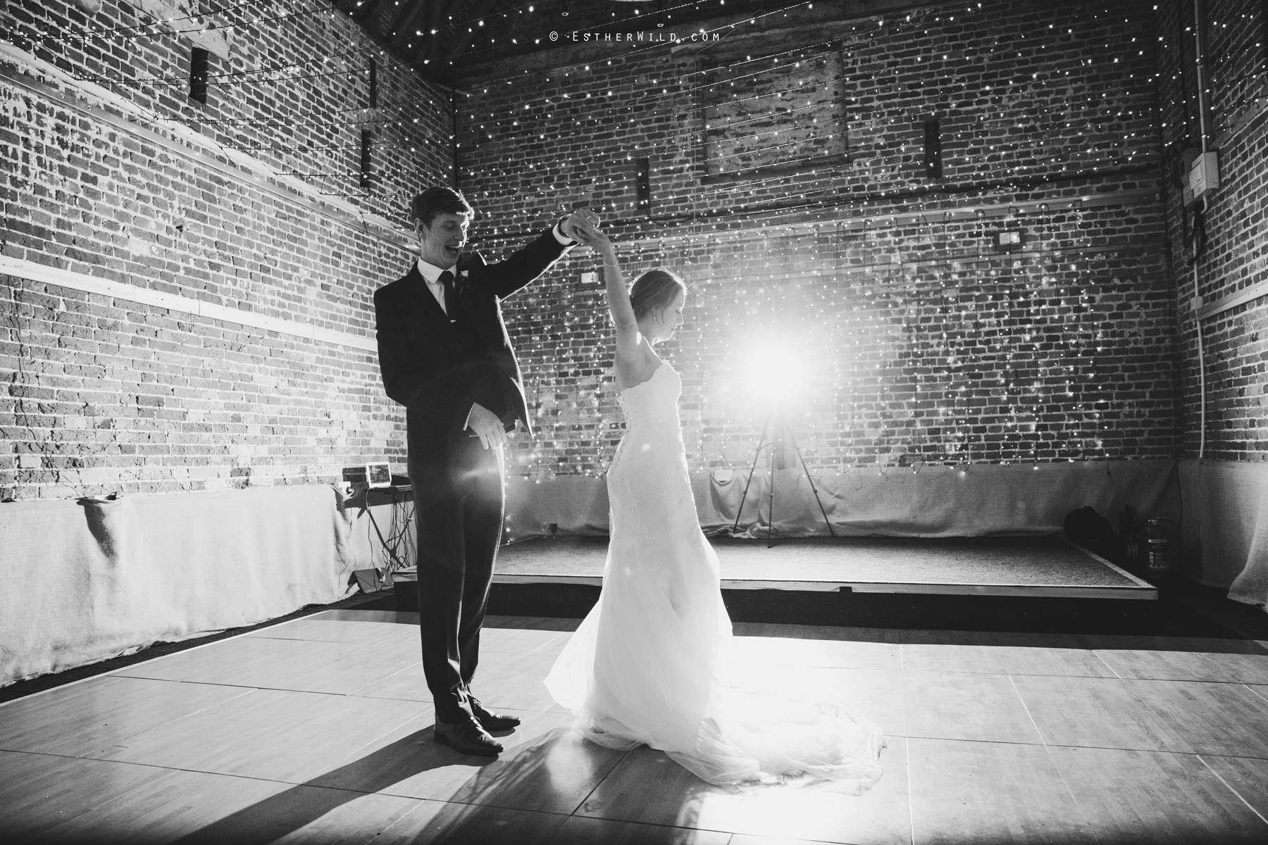 Glebe_Farm_Barn_Rustic_Norfolk_Wedding_Esther_Wild_Photographer_Copyright_IMG_2865-1.jpg