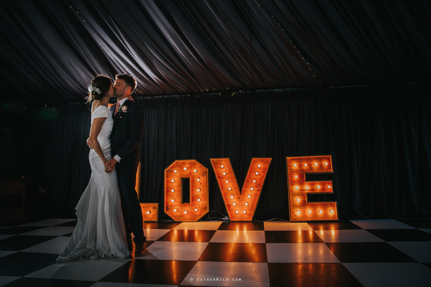 Wootton_Wedding_Copyright_Esther_Wild_Photographer_IMG_3145.jpg