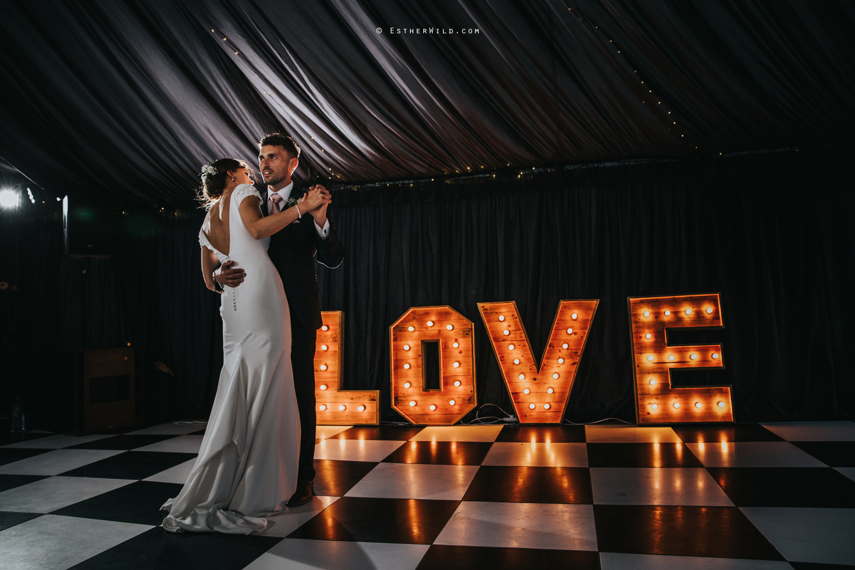 Wootton_Wedding_Copyright_Esther_Wild_Photographer_IMG_3181.jpg