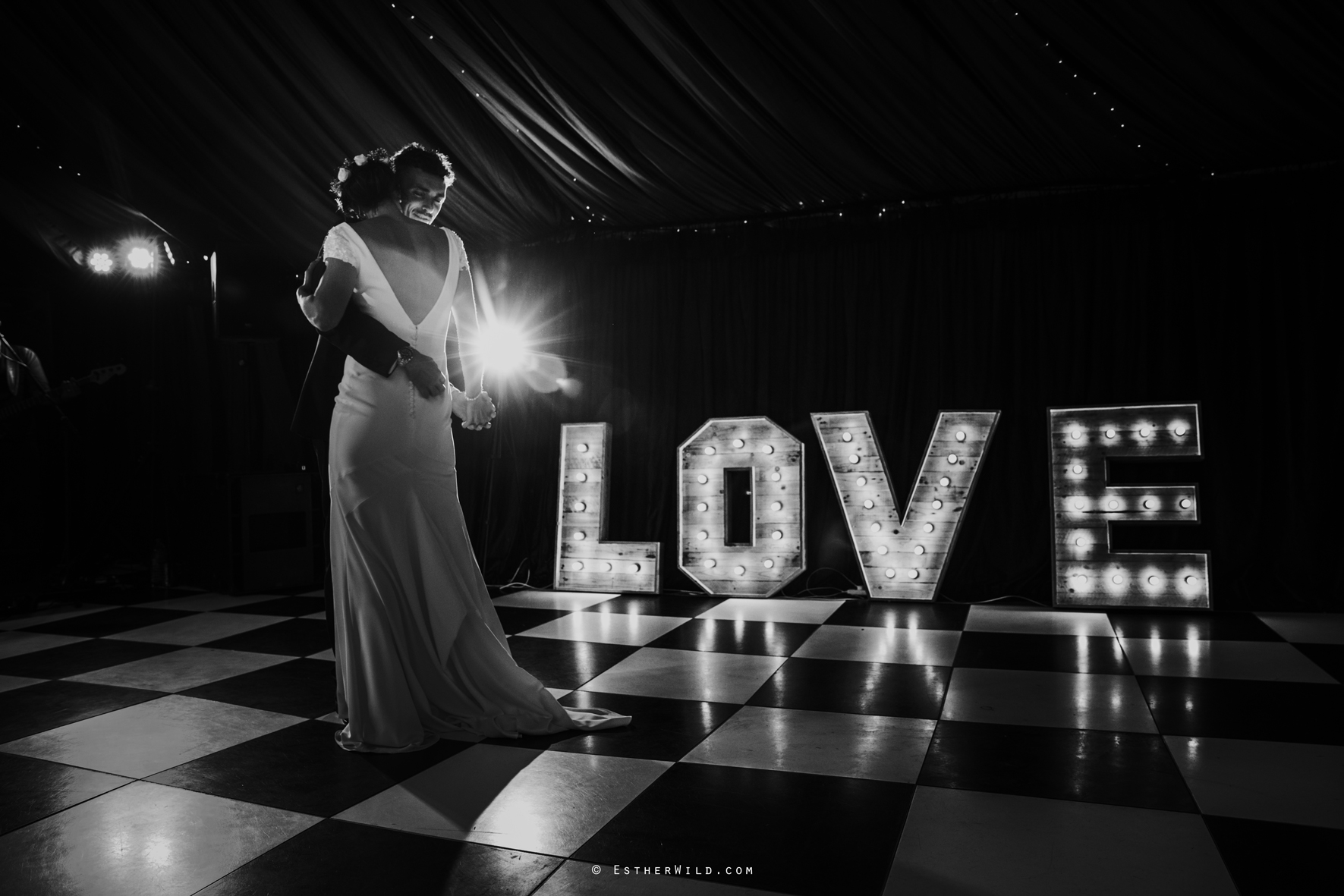 Wootton_Wedding_Copyright_Esther_Wild_Photographer_IMG_3179-2.jpg