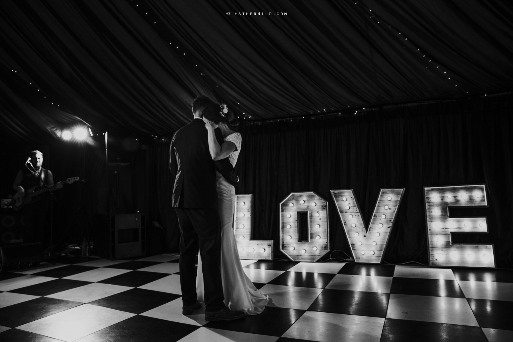 Wootton_Wedding_Copyright_Esther_Wild_Photographer_IMG_3188-2.jpg