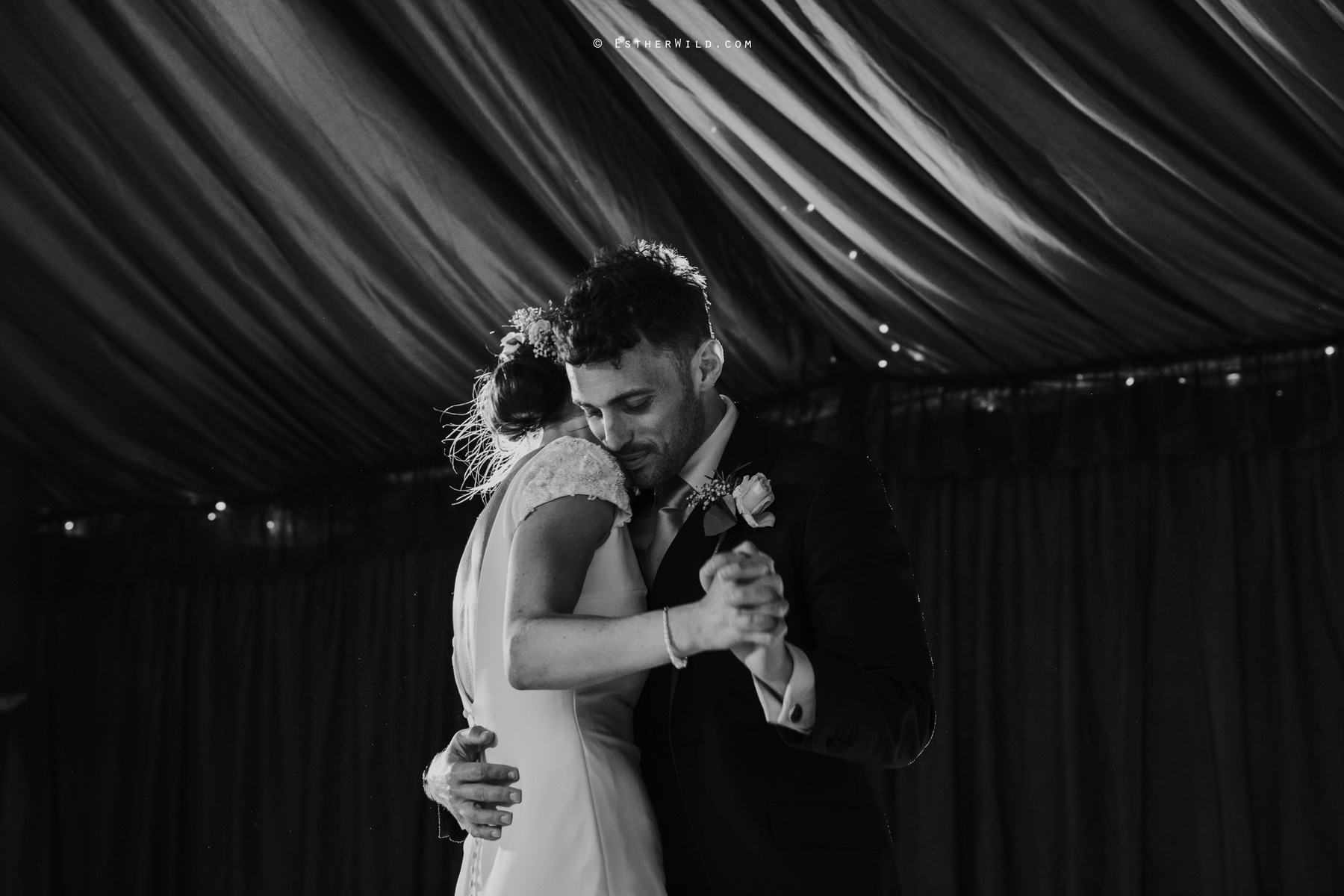Wootton_Wedding_Copyright_Esther_Wild_Photographer_IMG_3184.jpg