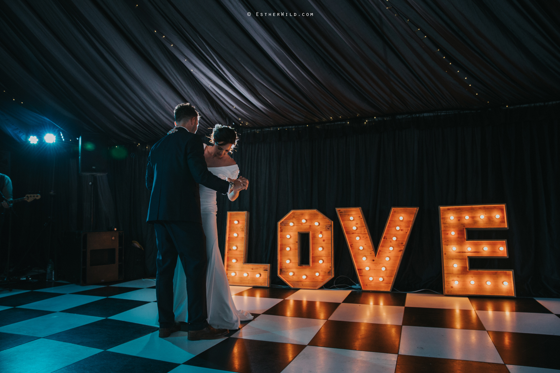 Wootton_Wedding_Copyright_Esther_Wild_Photographer_IMG_3208.jpg