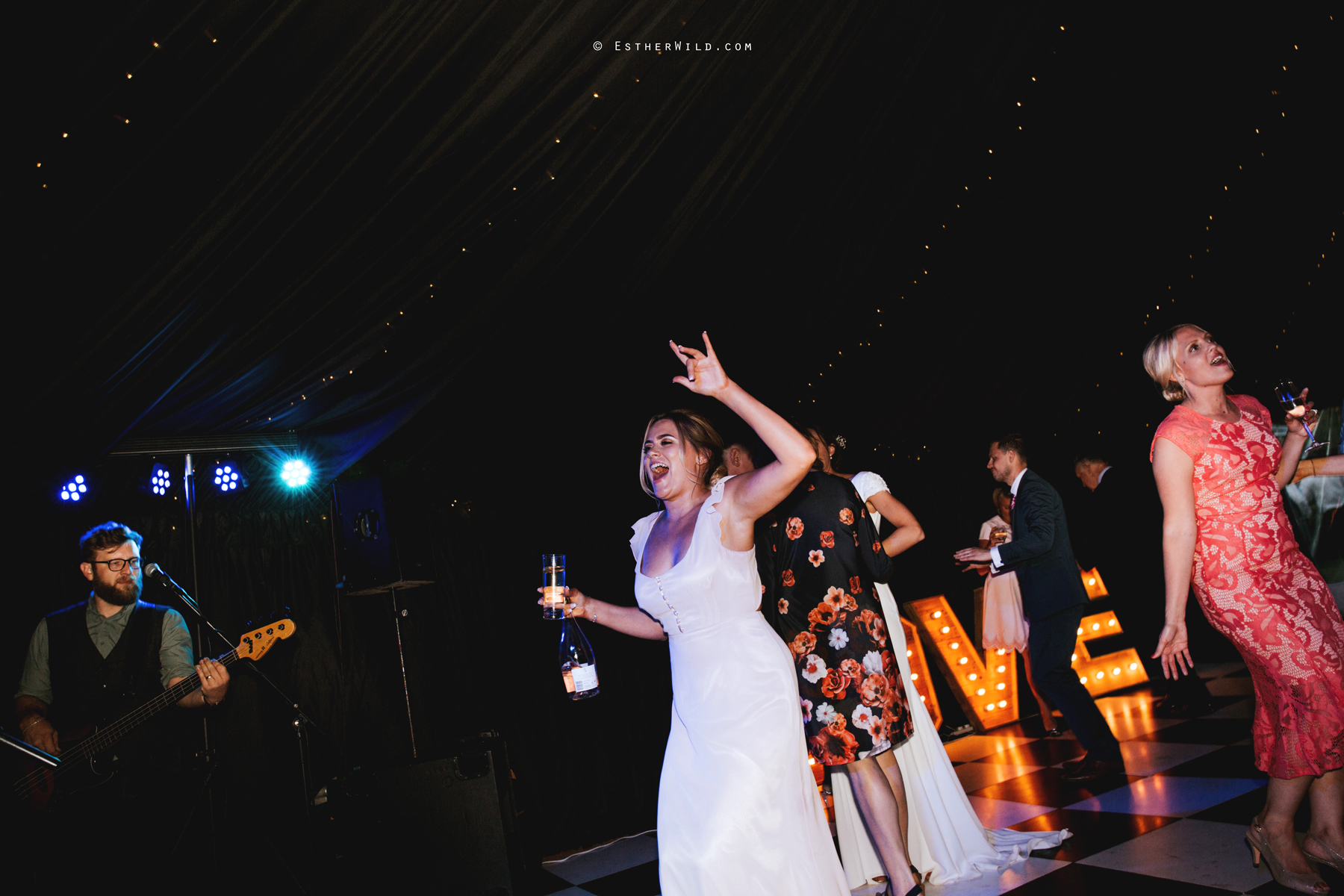 Wootton_Wedding_Copyright_Esther_Wild_Photographer_IMG_3593.jpg