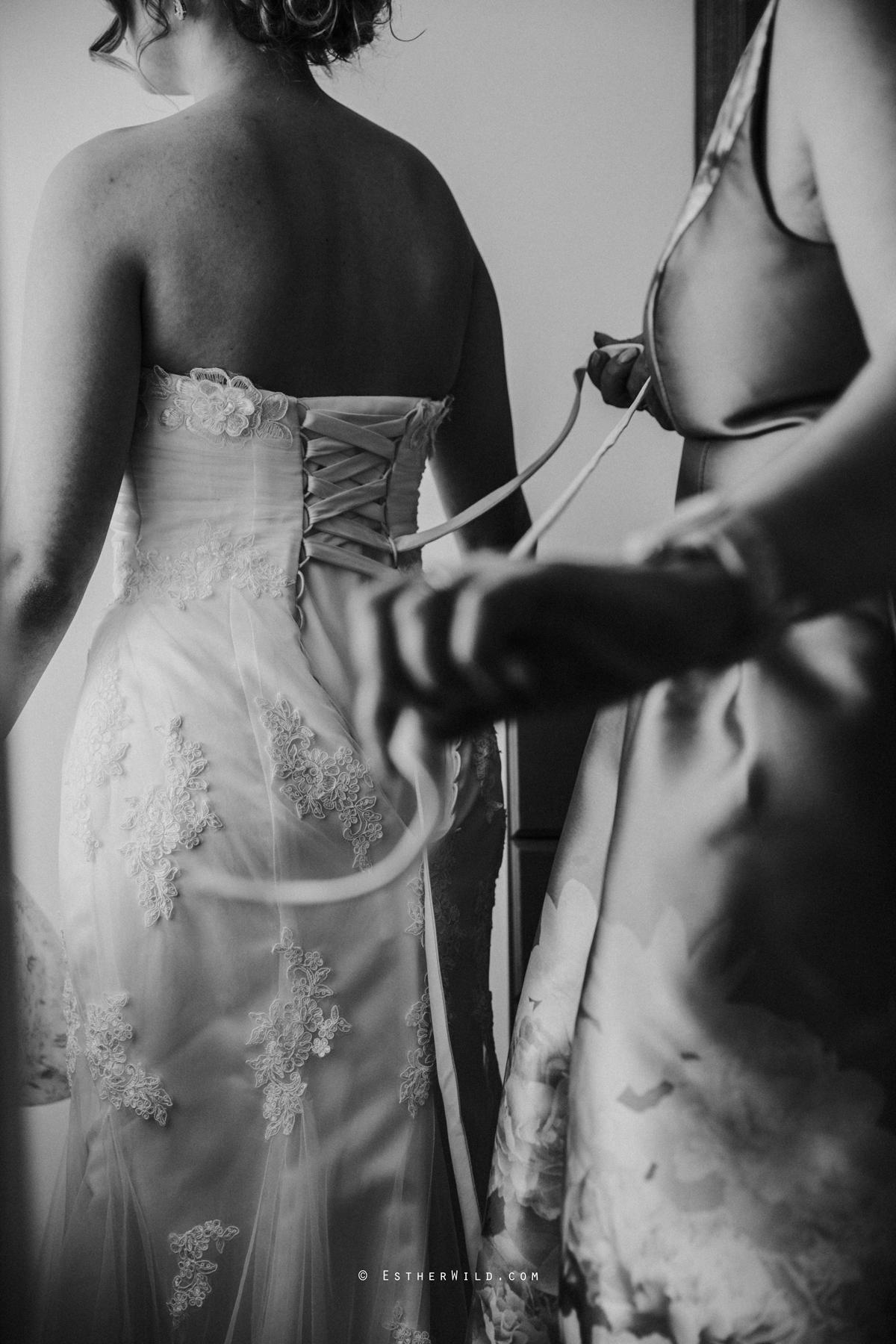 Glebe_Farm_Barn_Rustic_Norfolk_Wedding_Esther_Wild_Photographer_Copyright_IMG_0316.jpg