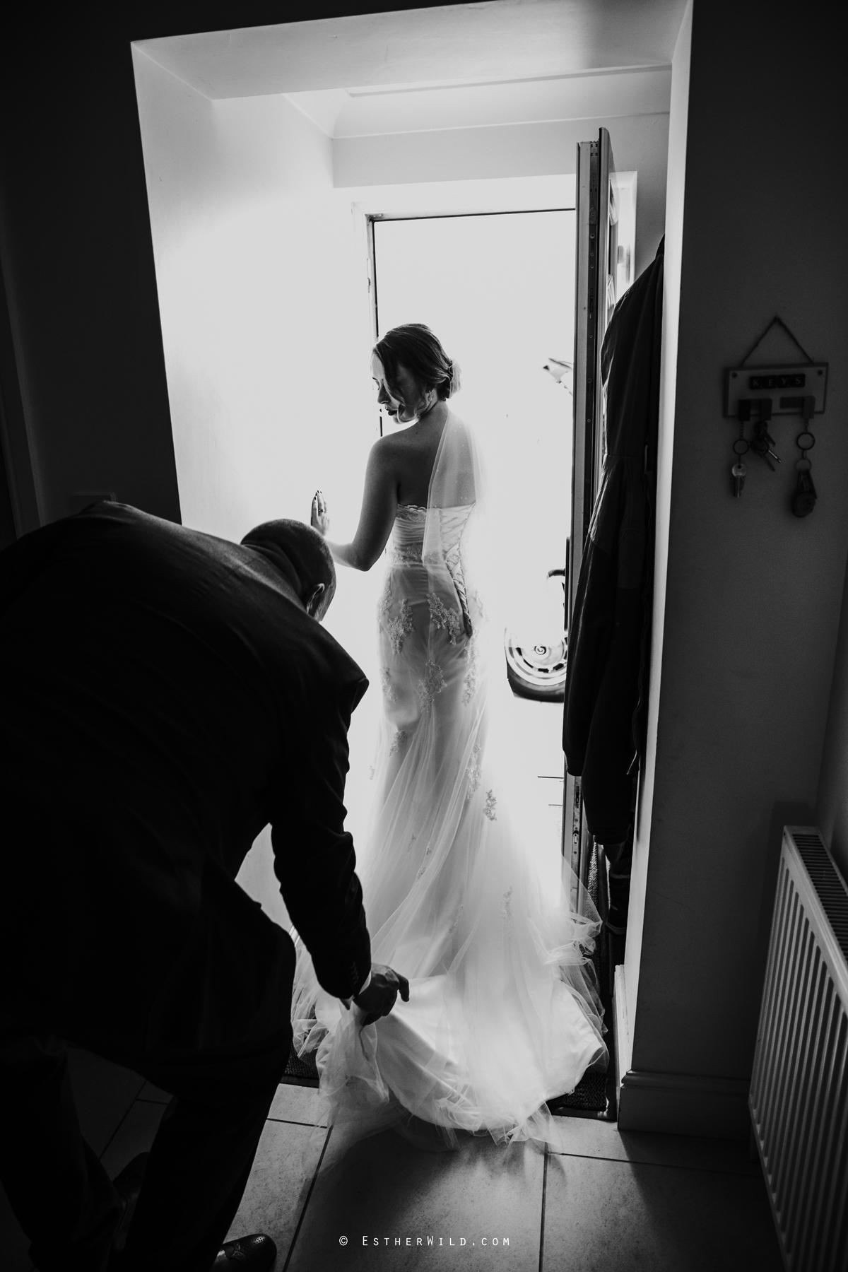 Glebe_Farm_Barn_Rustic_Norfolk_Wedding_Esther_Wild_Photographer_Copyright_IMG_0431-2.jpg