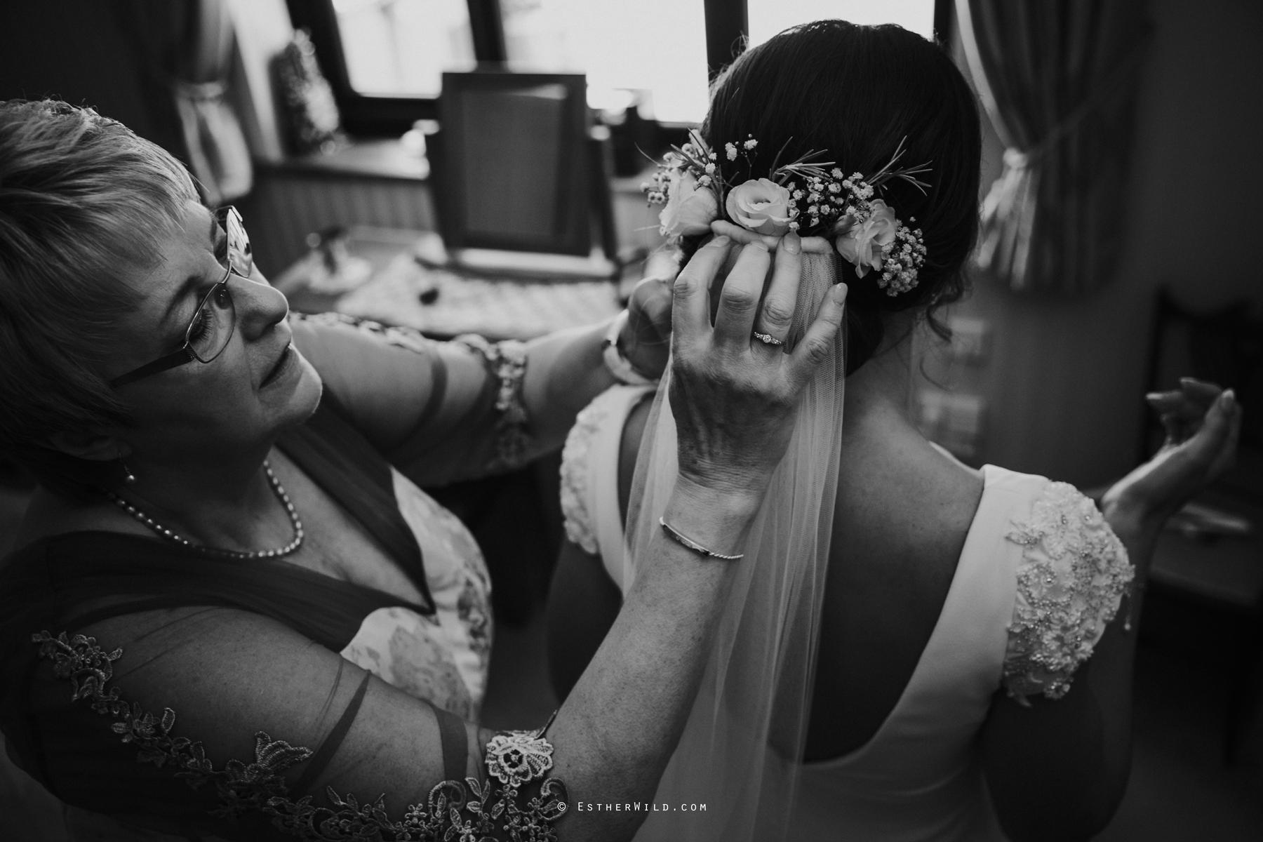 Wootton_Wedding_Copyright_Esther_Wild_Photographer_IMG_0561-2.jpg