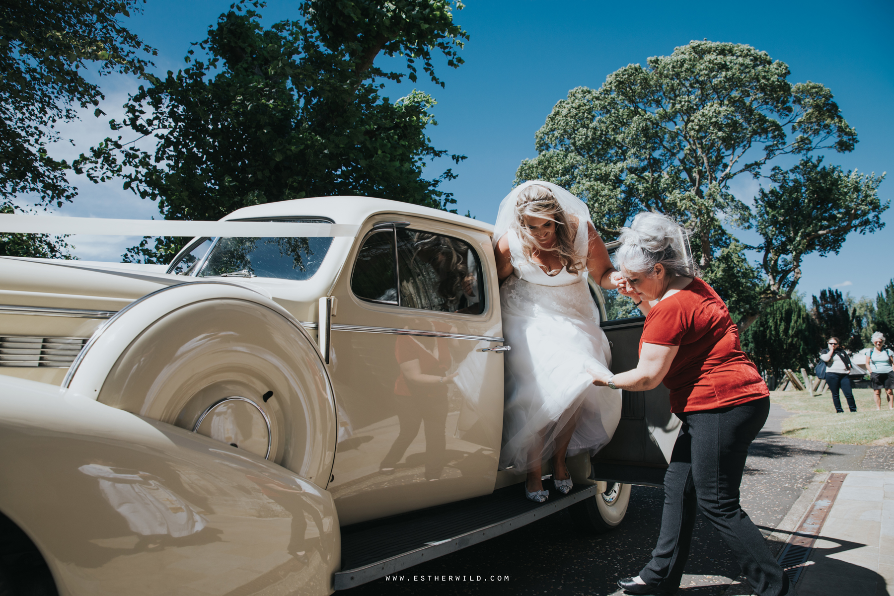 Swaffham_Wedding_Castle_Acre_Norfolk_Esther_Wild_Photographer_Wedding_Photography_3R8A0557.jpg