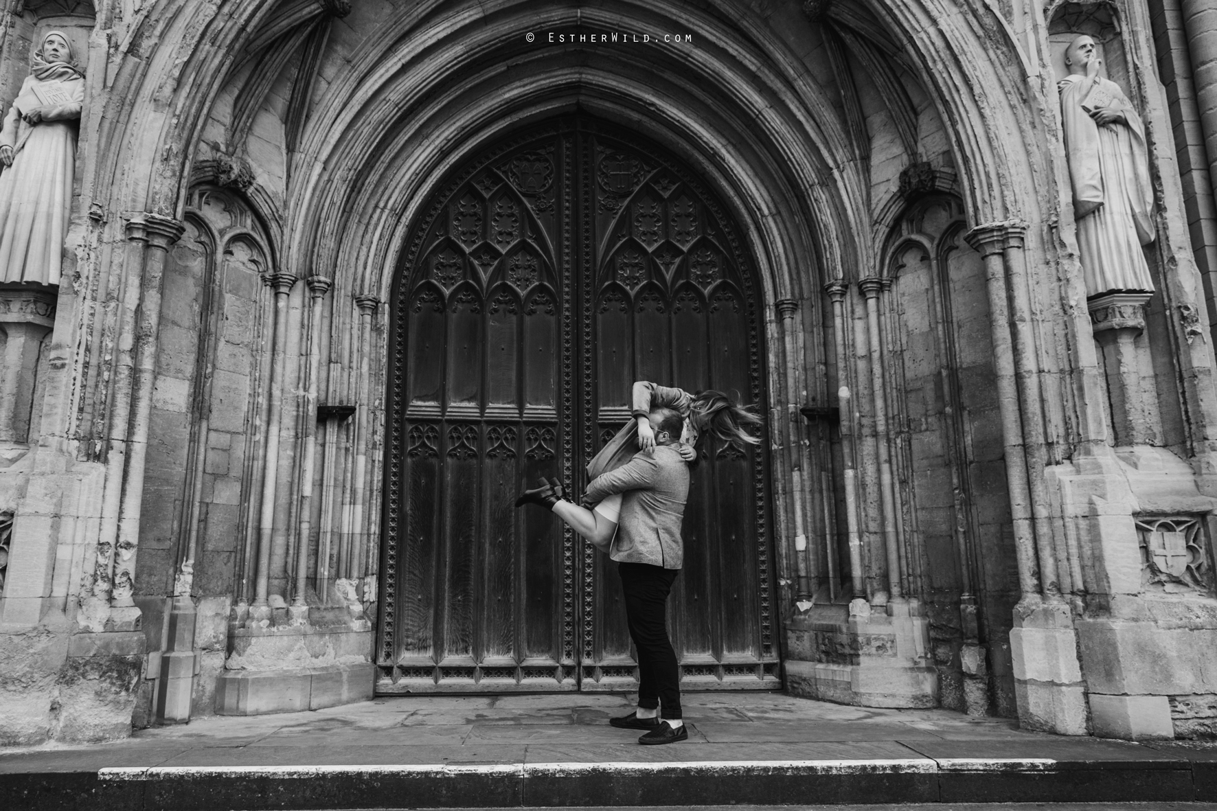 Norwich_Cathedral_Photo_Session_Engagement_Love_Pre-Wedding_IMG_3566-1.jpg