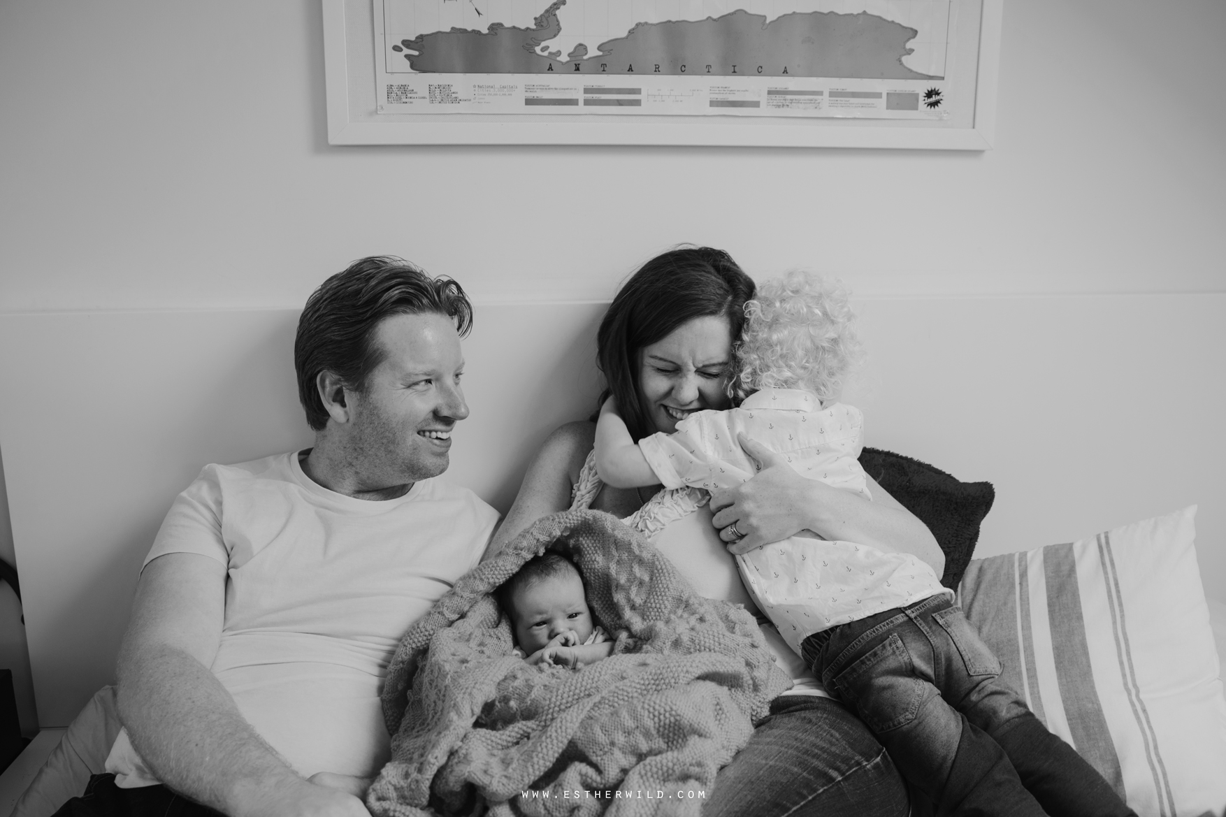 Newborn_Family_Photographer_London_Home_Lifestyle_Norfolk_3R8A3951-1.jpg