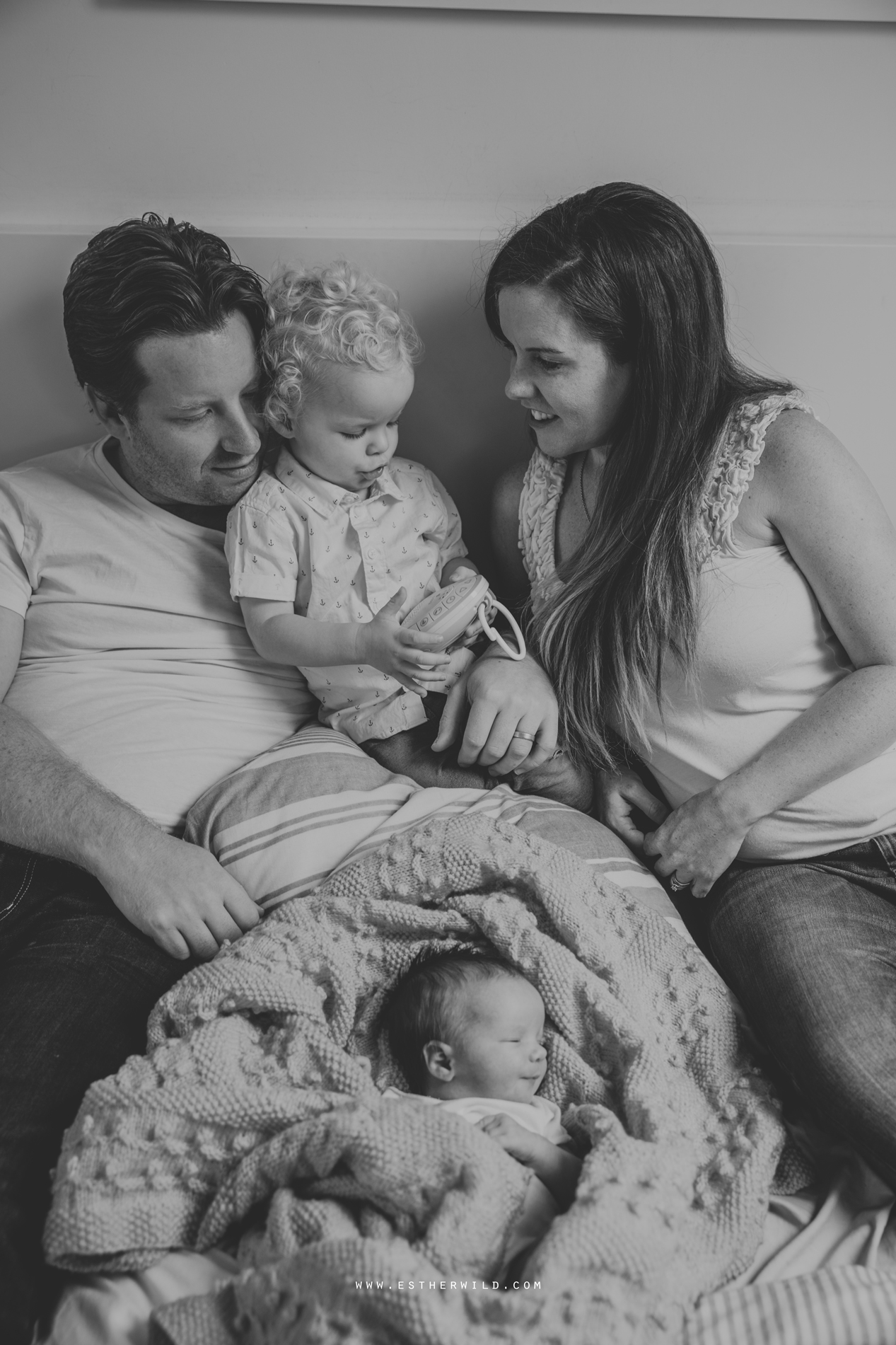 Newborn_Family_Photographer_London_Home_Lifestyle_Norfolk_3R8A4033-2.jpg