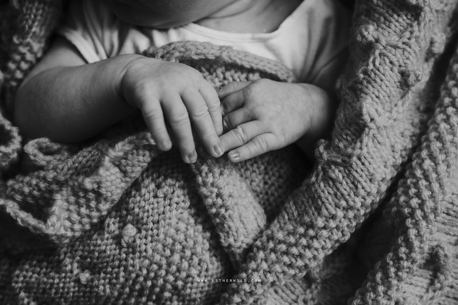 Newborn_Family_Photographer_London_Home_Lifestyle_Norfolk_3R8A4126-2.jpg