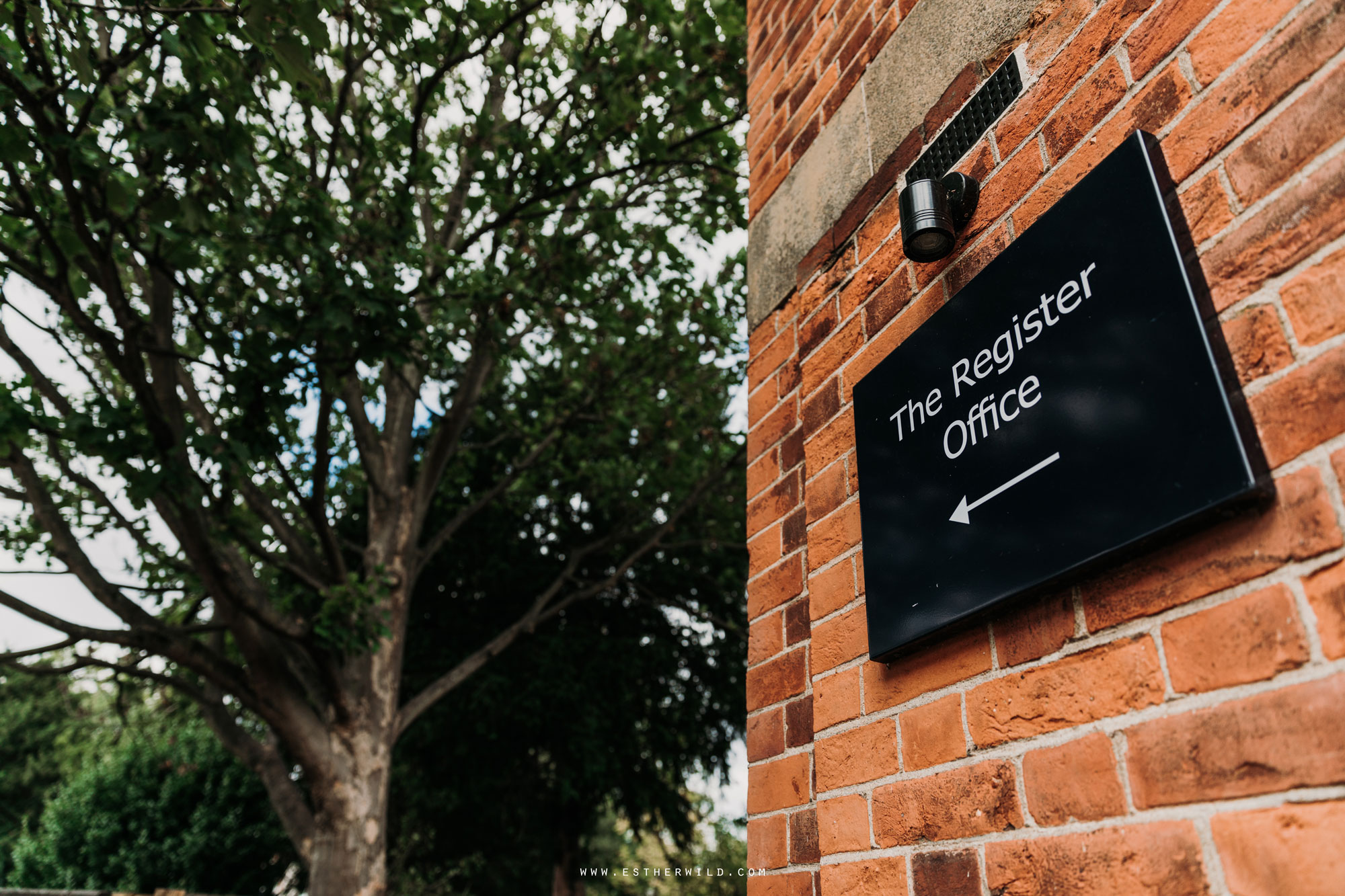 Twickenham_Registry_Office_London_Wedding_Ceremony_Esther_Wild_Photographer_IMG_0012.jpg