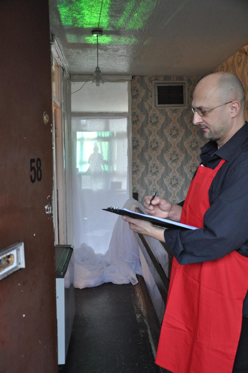 DSC_0071 apron man sml.jpg