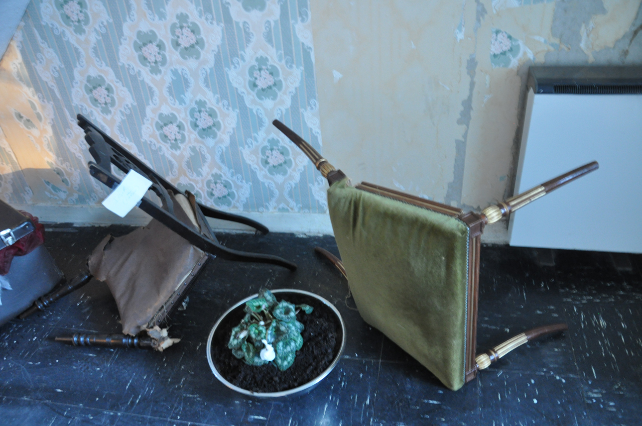 DSC_0028 chairs in hallway sml.jpg