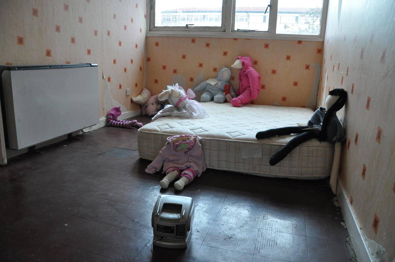 DSC_0041 all dolls and tv sml.jpg