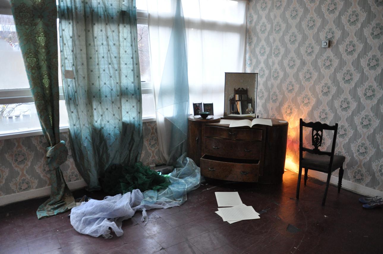 DSC_0090 living room sml.jpg