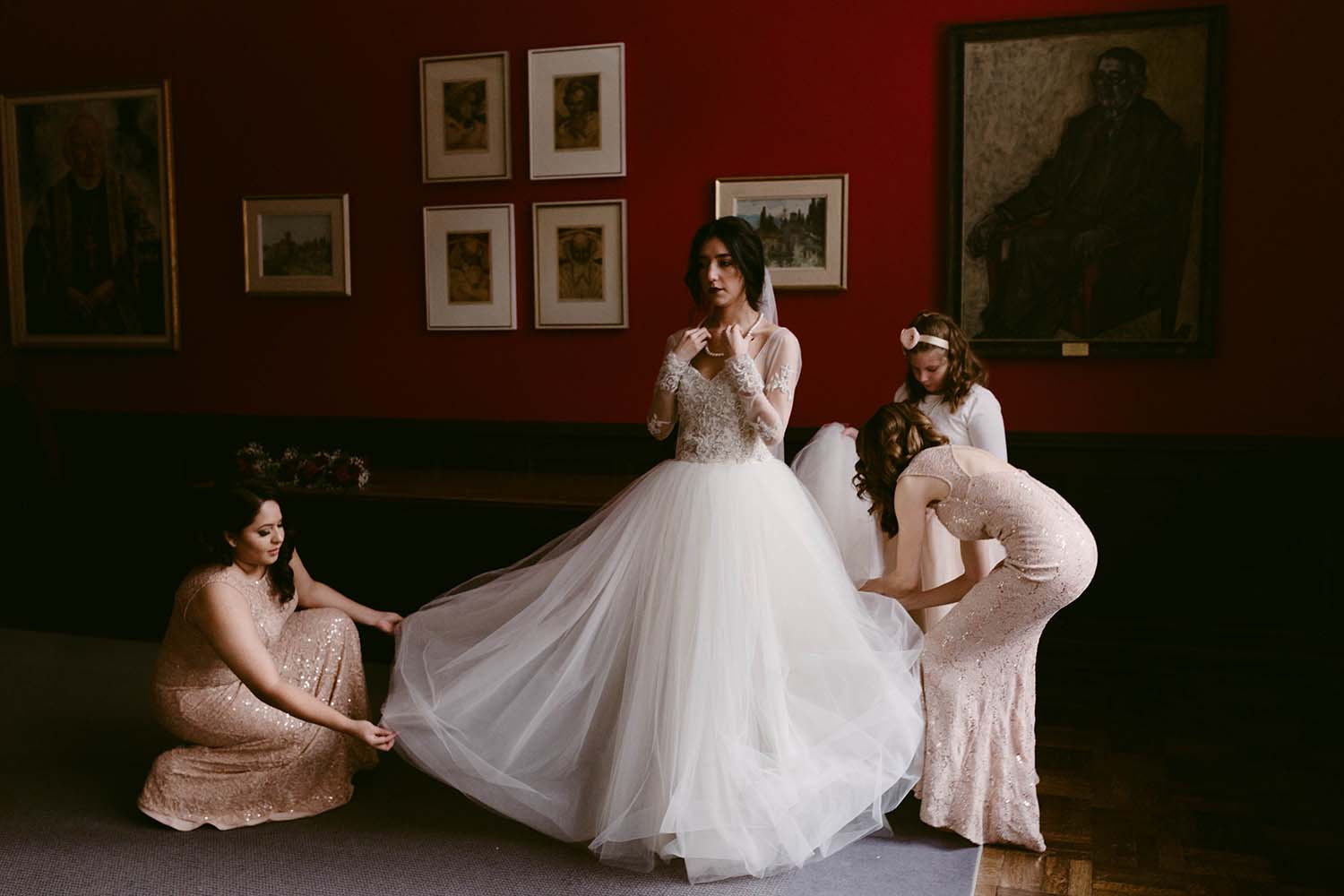 copperred-photography-bridal-prep-trinity-college.jpg