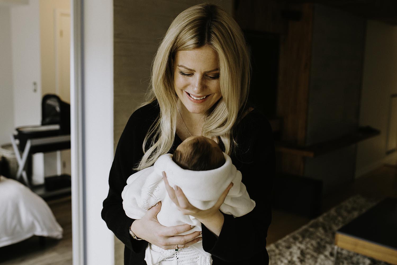 toronto-lifestyle-newborn-photographer-copperred-photography.jpg