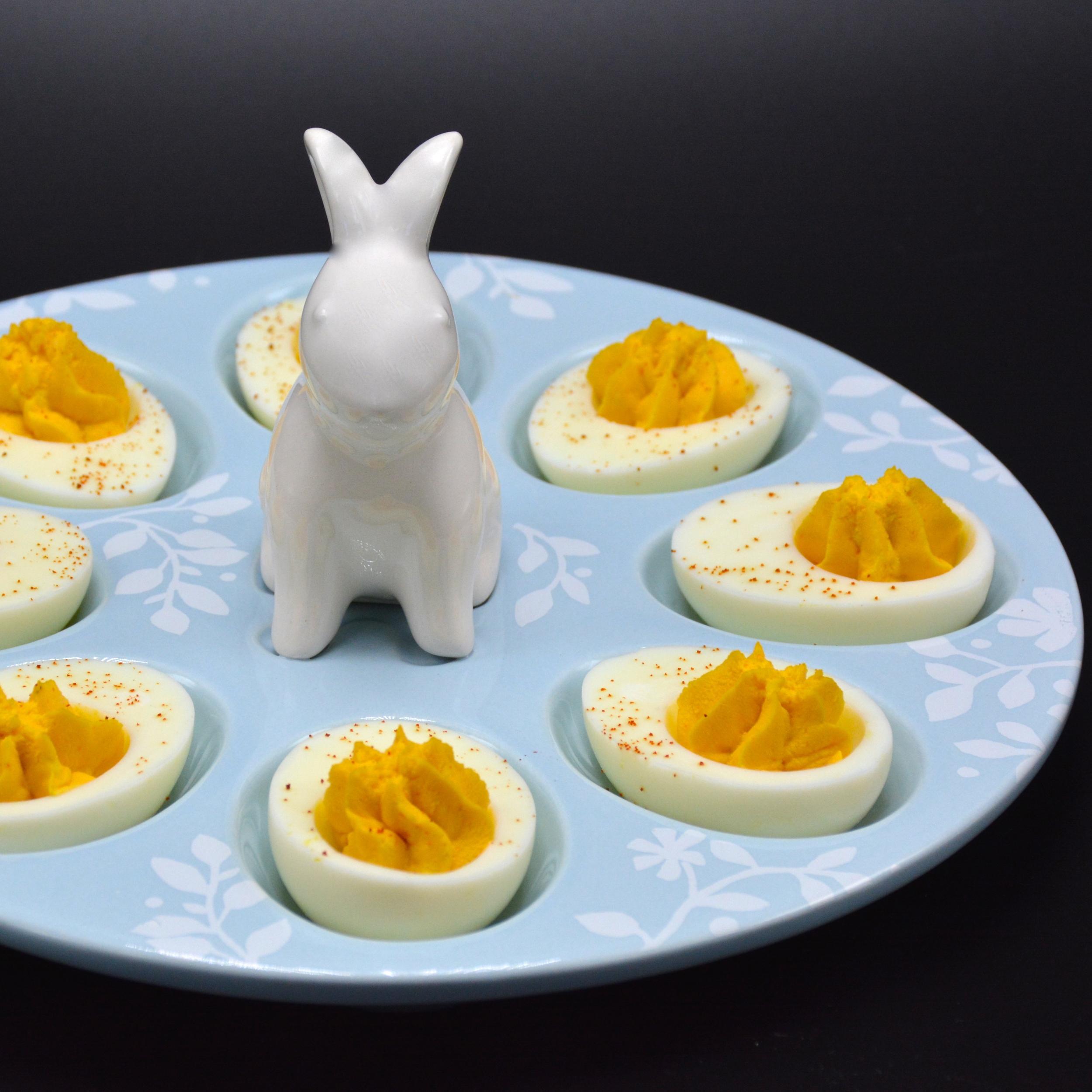Garlic sriracha deviled eggs