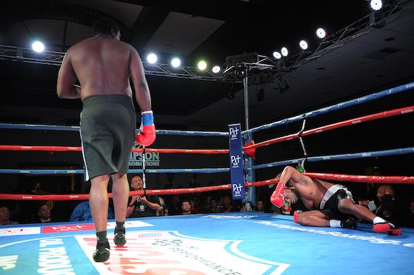 Heavyweight LaRon Mitchell keeps winning by KO, improving to 7-0, 7 KOs