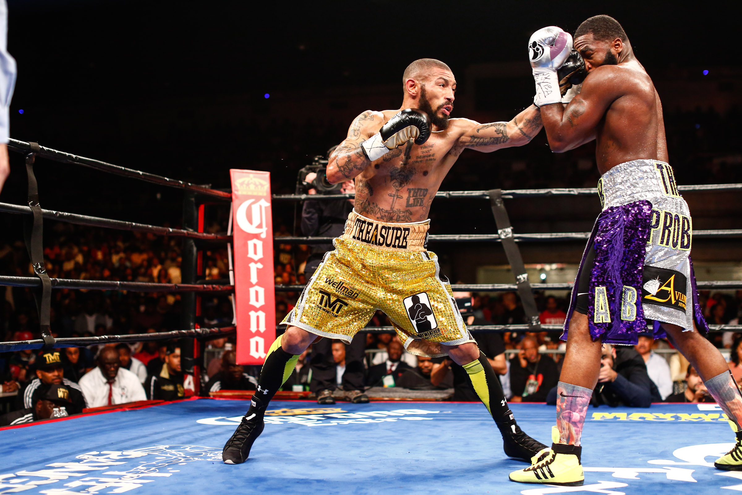 LR_FIGHT NIGHT-BRONER vs THEOPHANE-04012016-8112.jpg