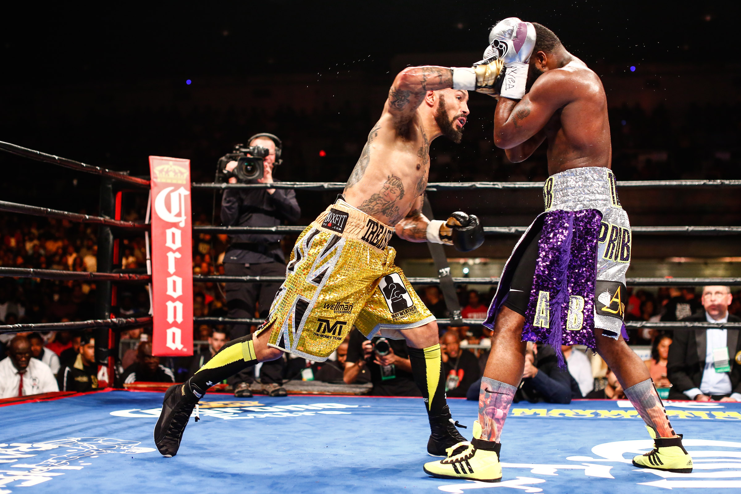 LR_FIGHT NIGHT-BRONER vs THEOPHANE-04012016-8113.jpg