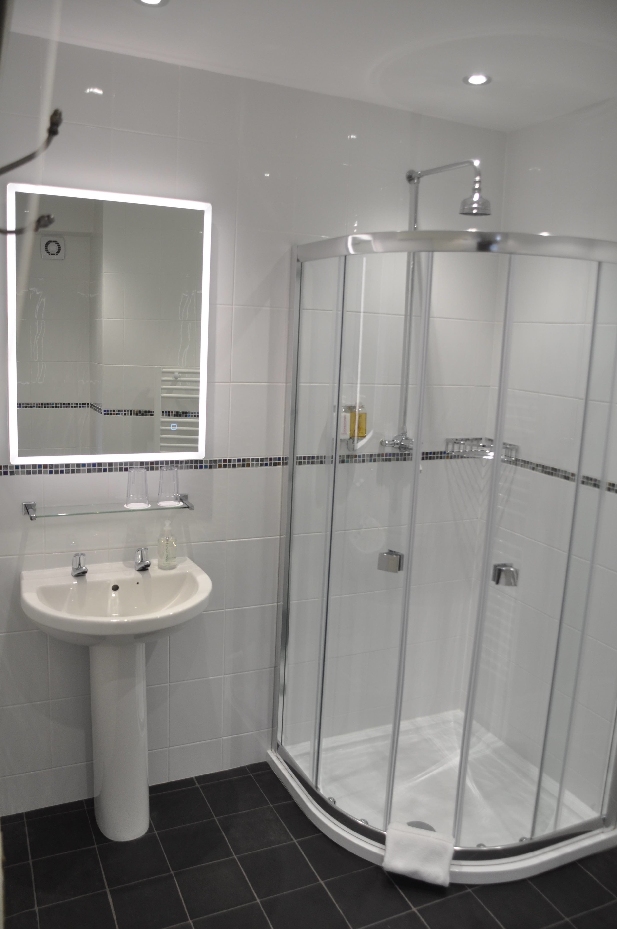 Room 1 Bathroom.jpg