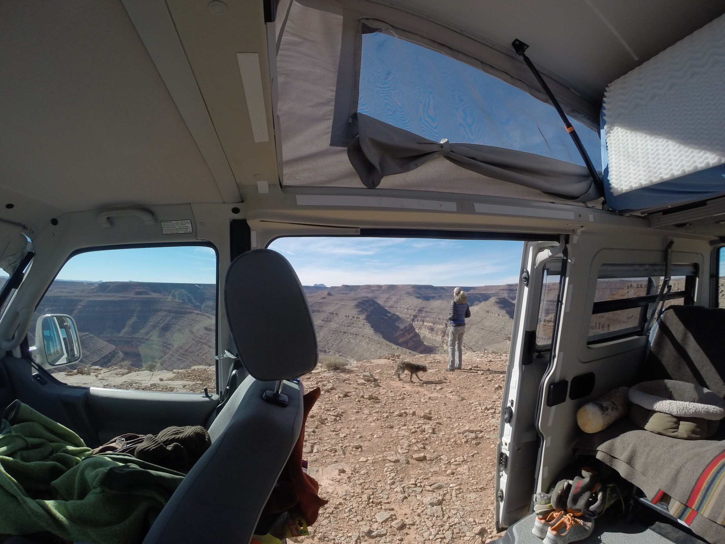 Camping with Max on the edge in Gooseneck State Park, Utah