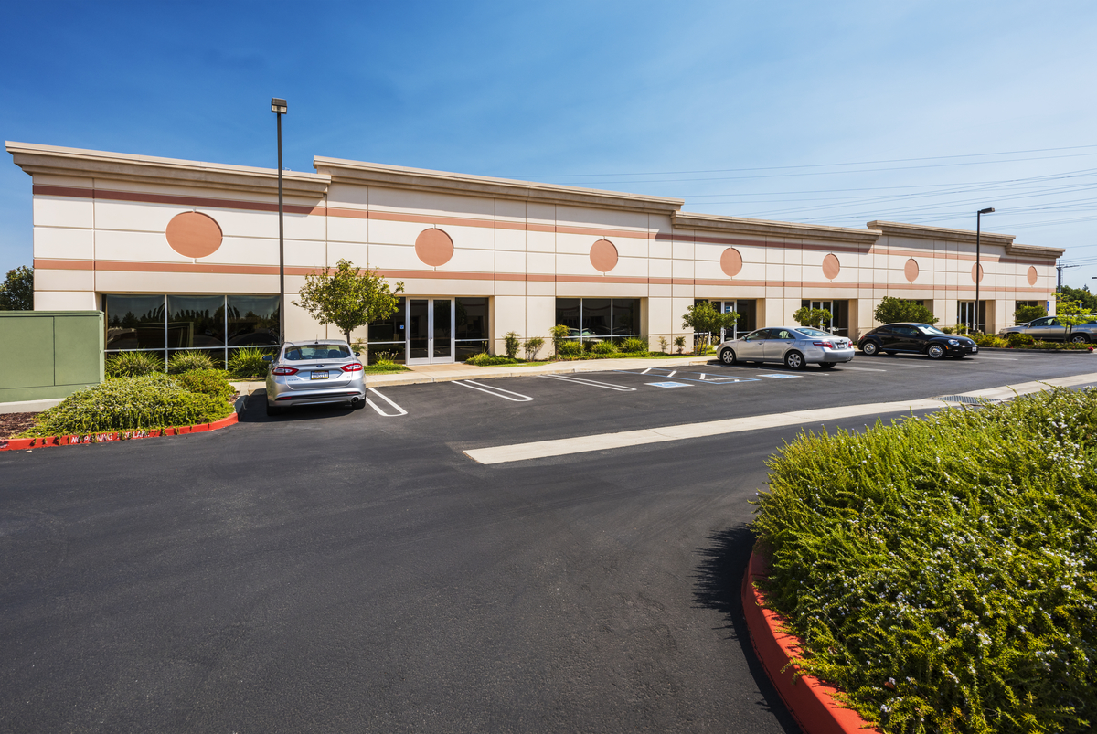 Foothills Commerce Center (A&B)