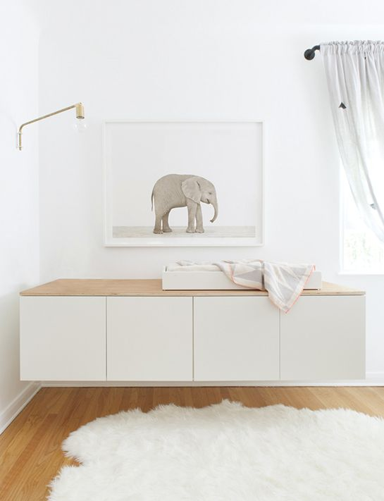 A floating unit instead of a changing table