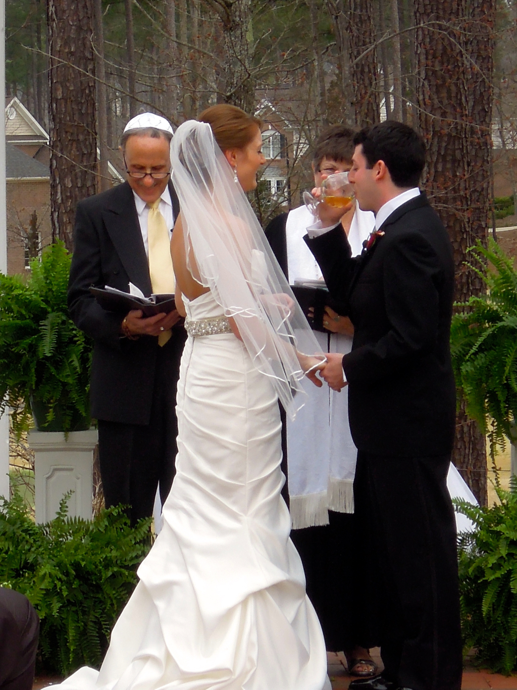 Andrew Weiss Canted the Hebrew for this wedding.