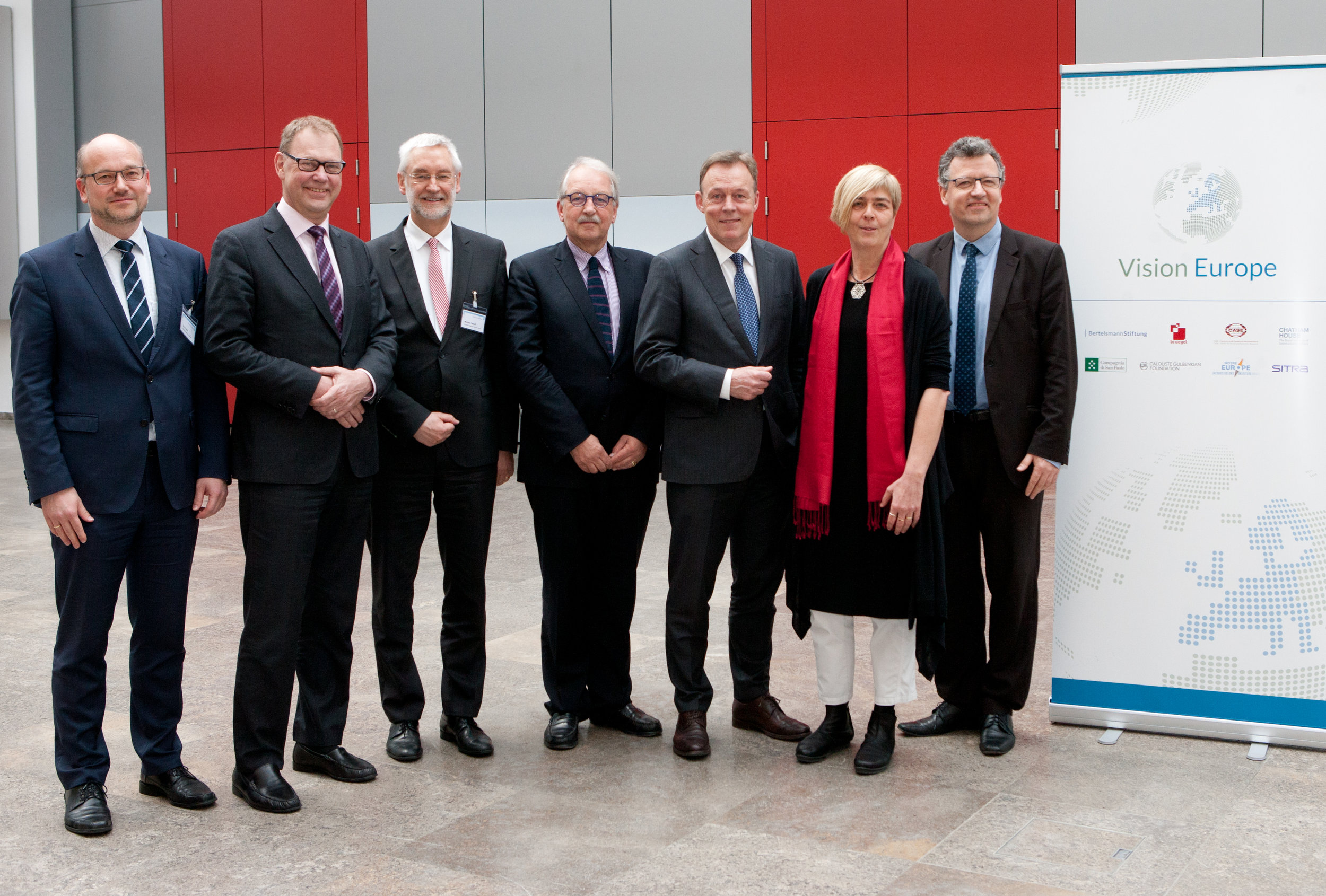 From left to right: Eric Thode (Director, Bertelsmann Stiftung), Aart De Geus (CEO, Bertelsmann Stiftung), Michael Tetzlaff (Head of Directorate, Directorate for Migration, Refugees, European Harmonisation, Federal Ministry of the Interior), Matthias Ruete (Director-General of Directorate-General for Migration and Home Affairs, European Commission), Thomas Oppermann (Chairman of the SPD Parliamentary Group), Katharina Lumpp (Representative of the United Nations High Commissioner for Refugees in Germany), and Ulrich Kober (Director, Bertelsmann Stiftung).